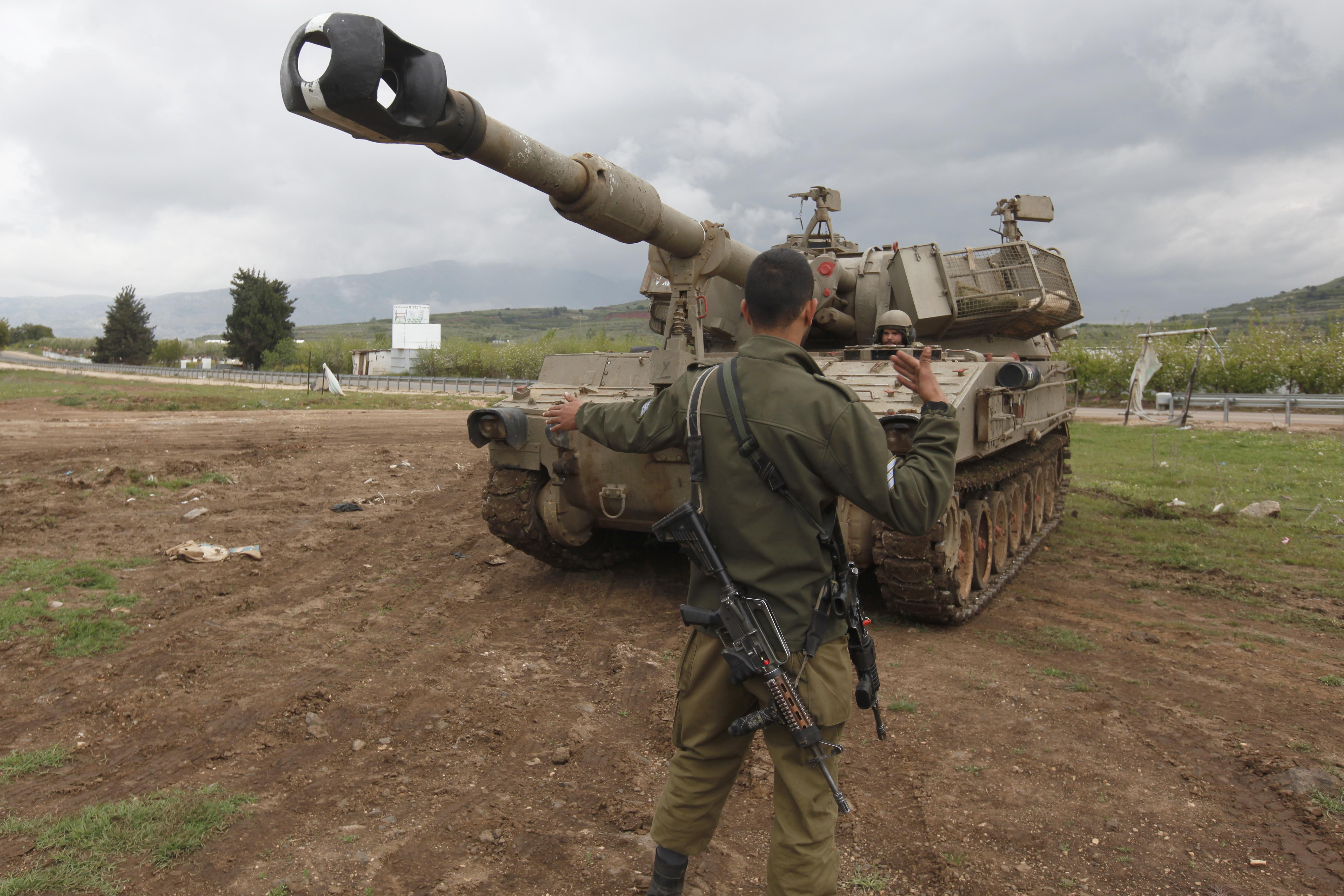 دبابة إسرائيلية في الجولان قرب الحدود السورية- أرشيف