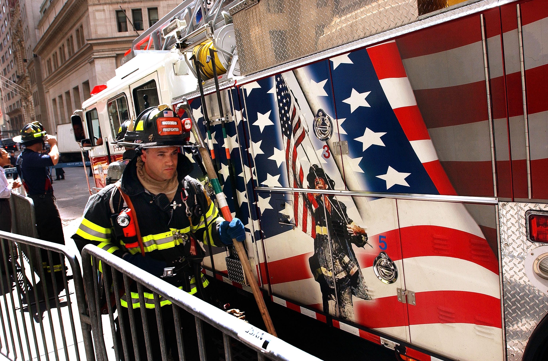 رجال الإطفاء بعد الهجمات