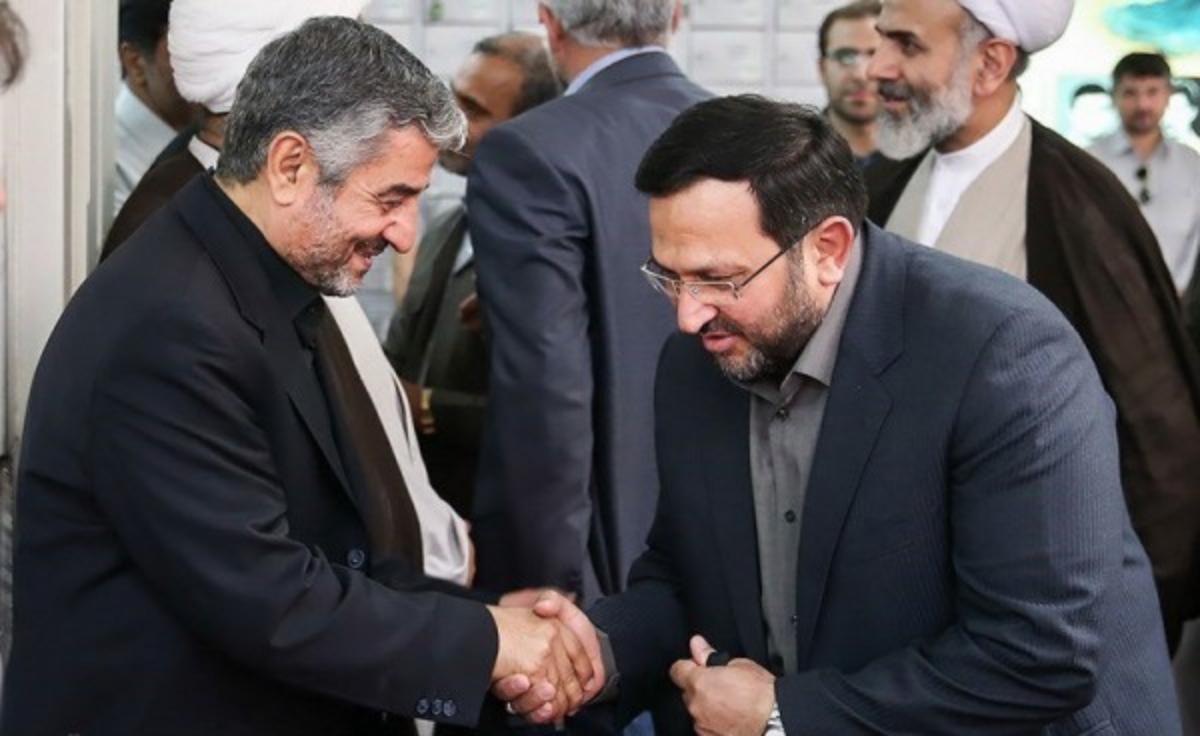 رئيس وكالة فارس السابق مقدم فرد بصحبة رئيس الحرس الثوري الإيراني الأسبق محمد علي جعفري