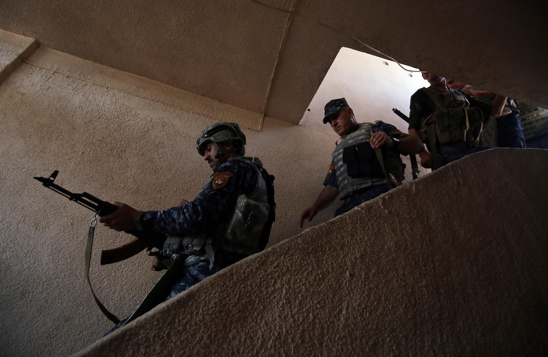 جنود عراقيون أثناء التقدم لتحرير الموصل القديمة