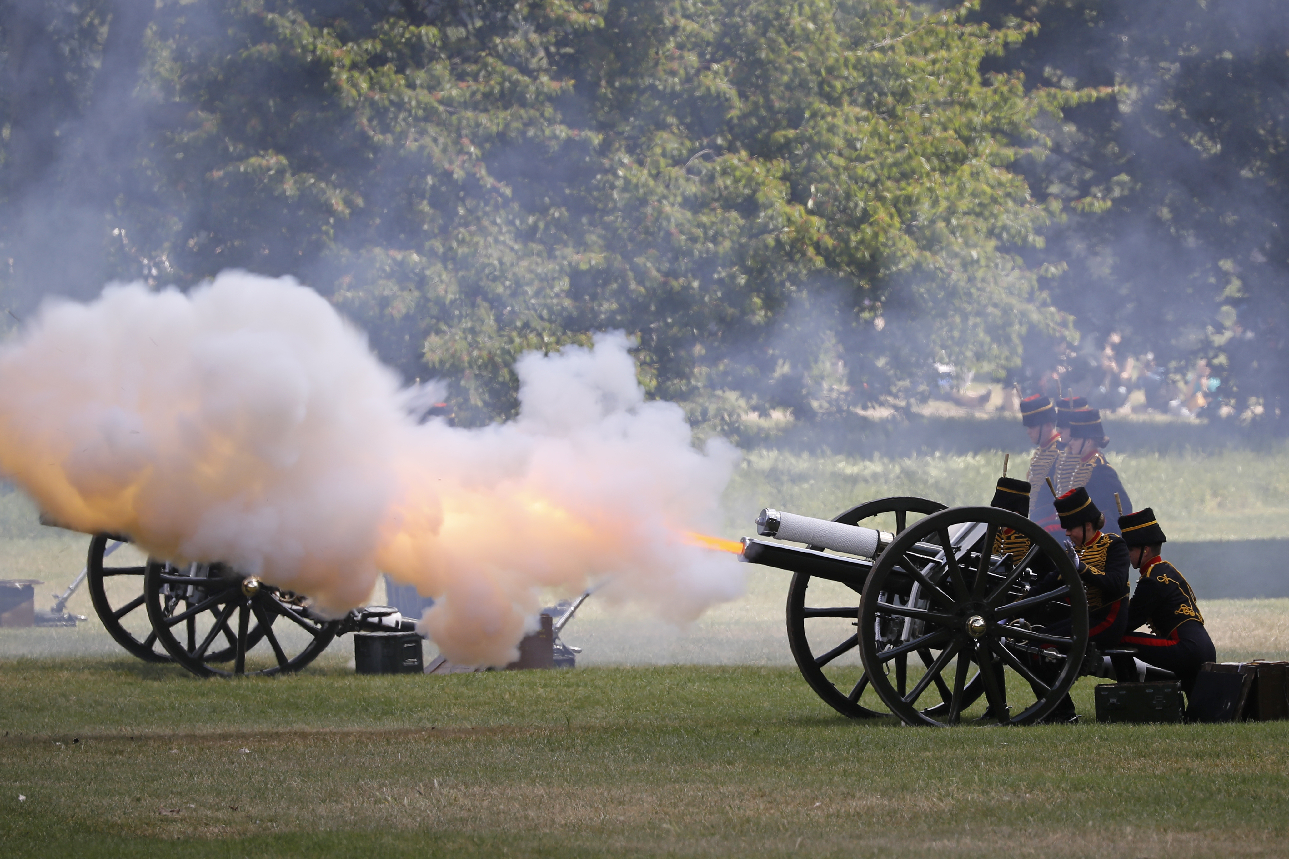 أطلق سلاح المدفعية الملكي البريطاني طلقات ترحيبية بالرئيس ترامب في غرين بارك وسط لندن