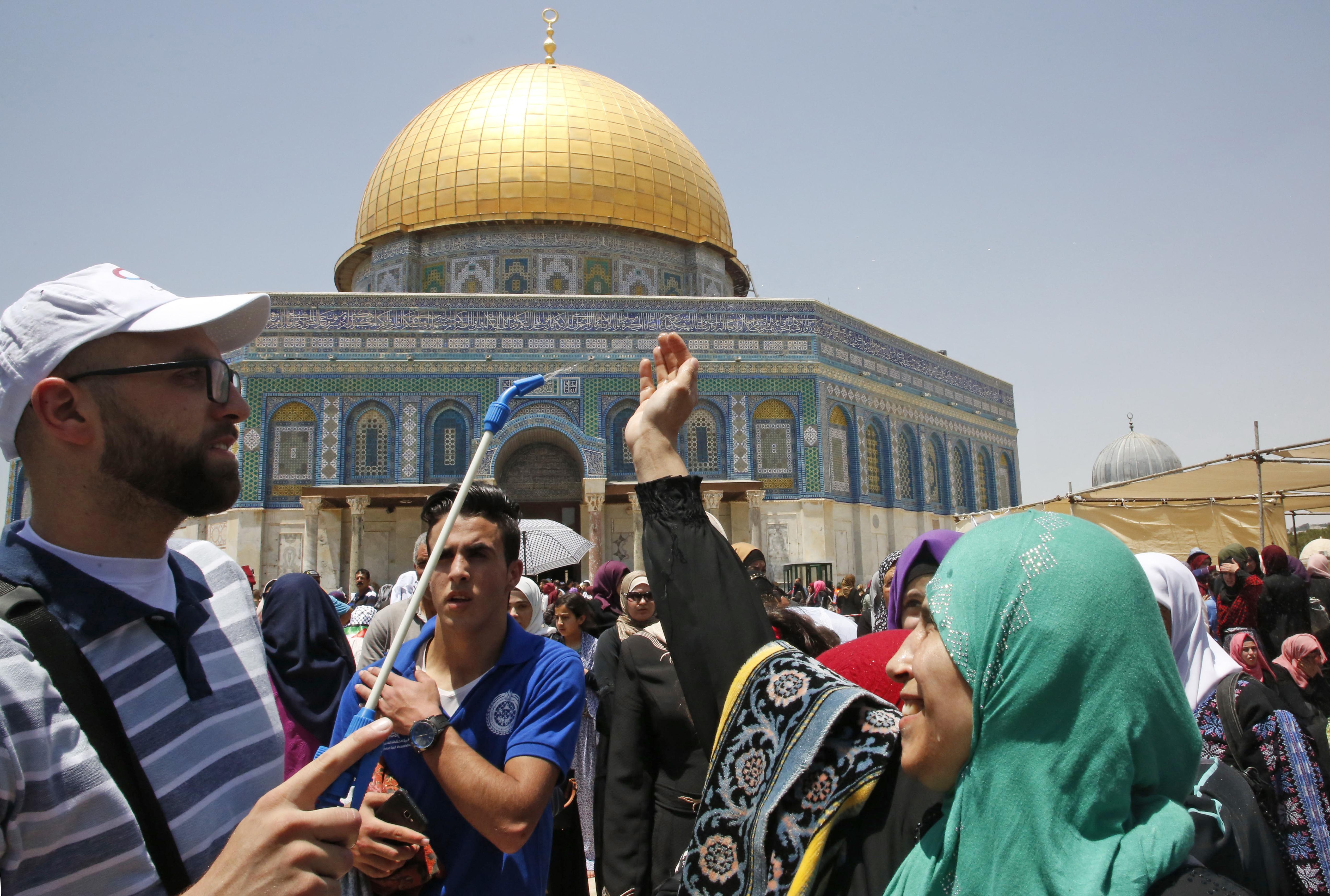 ترطيب حرارة الجو برش الماء البارد في الهواء-القدس