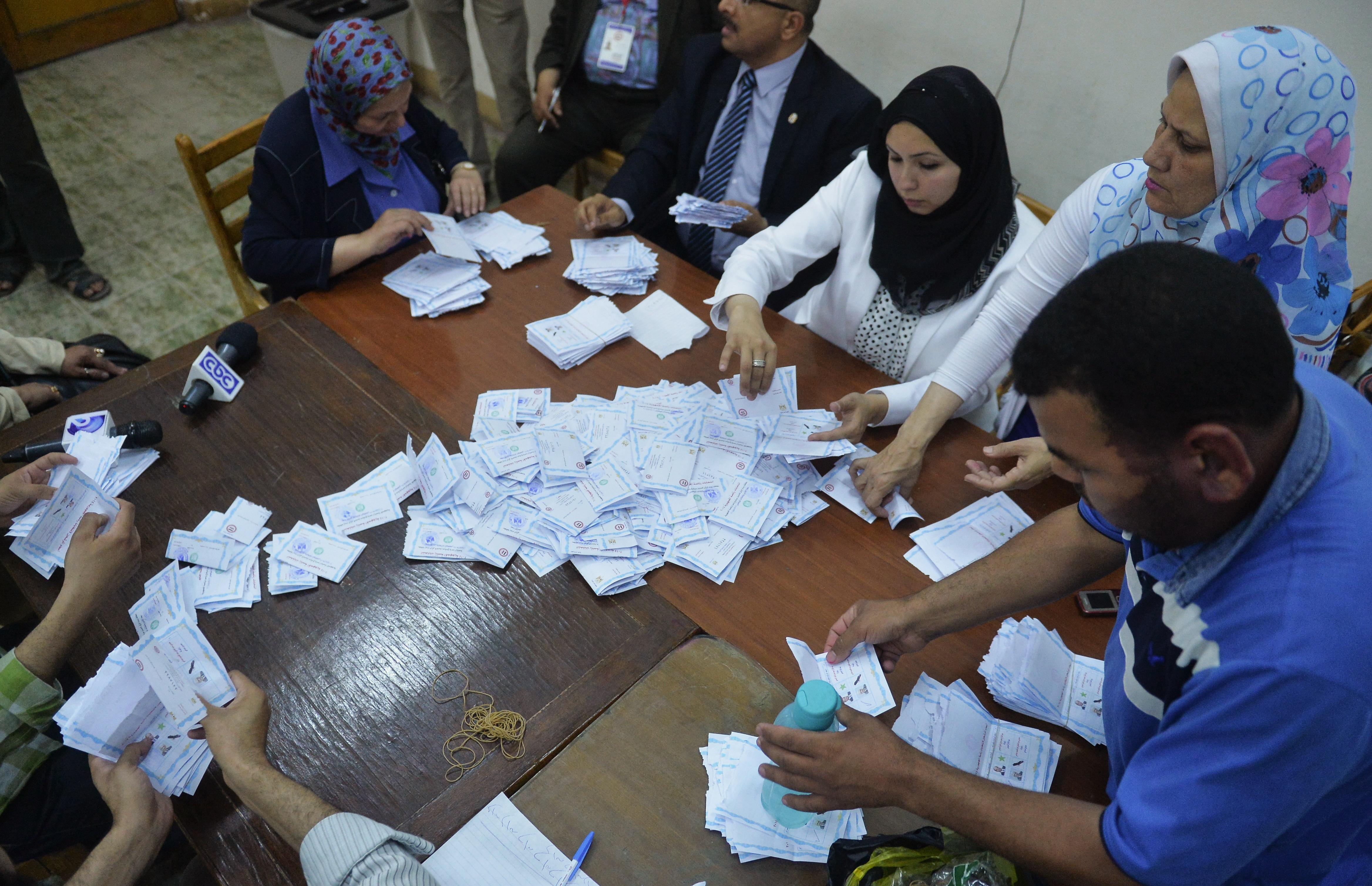 جانب من عملية فرز الأصوات في القاهرة
