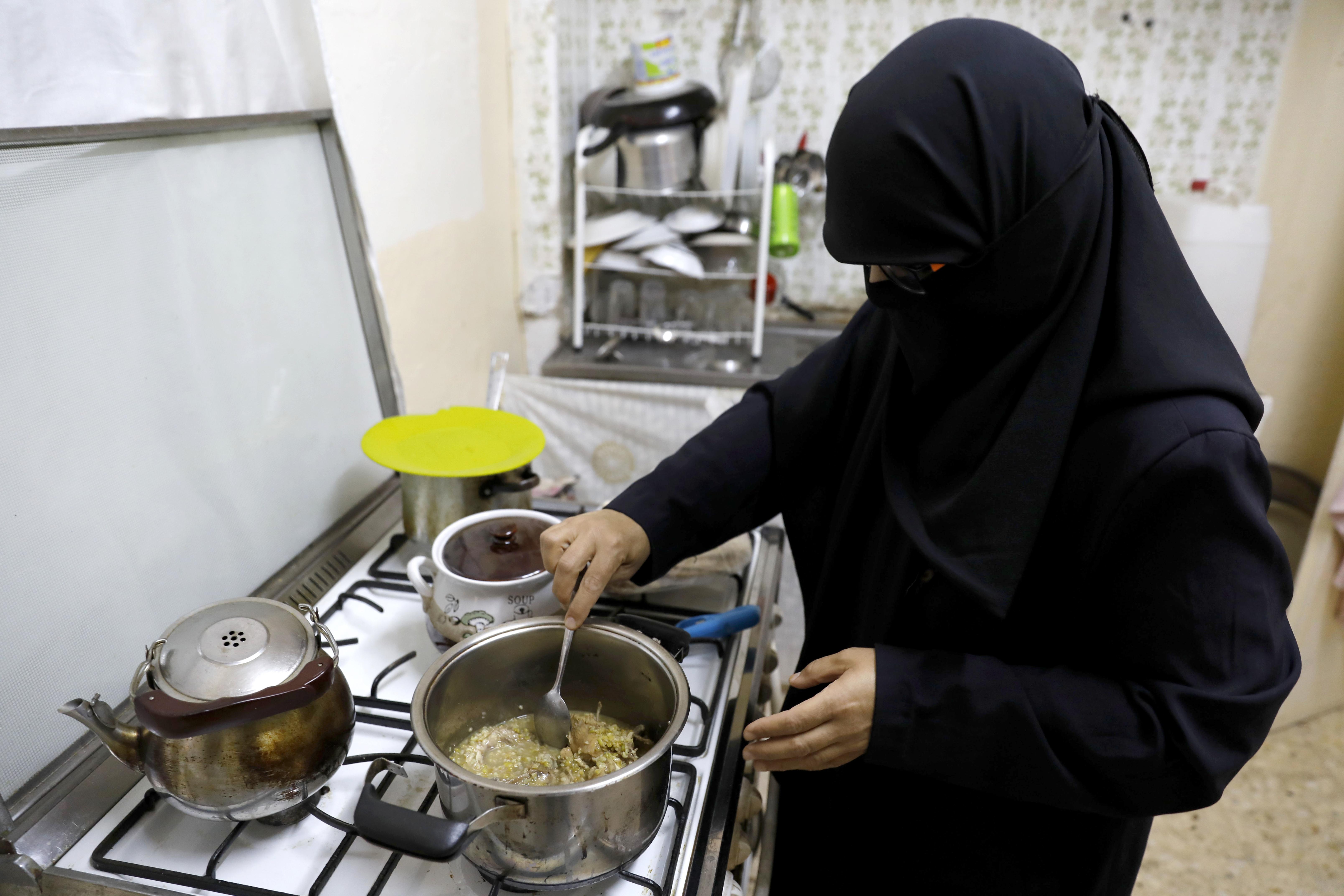 إعداد إفطار رمضاني في عمان