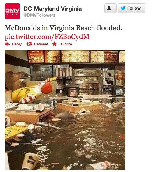 صورة لمطعم ماكدونالز وقد غمرته المياه