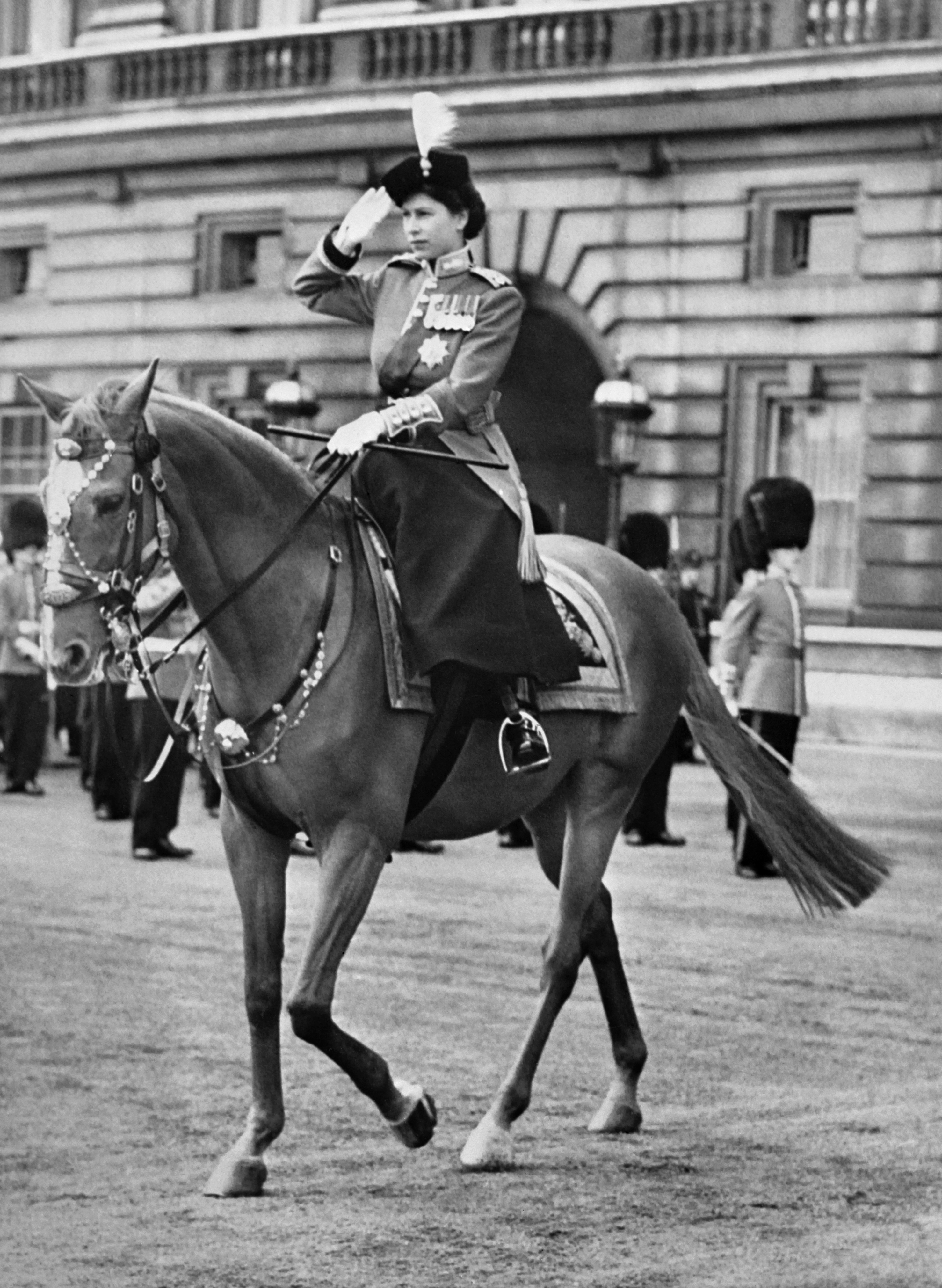 الملكة إليزابيث الثانية في العاصمة لندن عام 1952 وهو العام الذي توجت فيه على العرش البريطاني