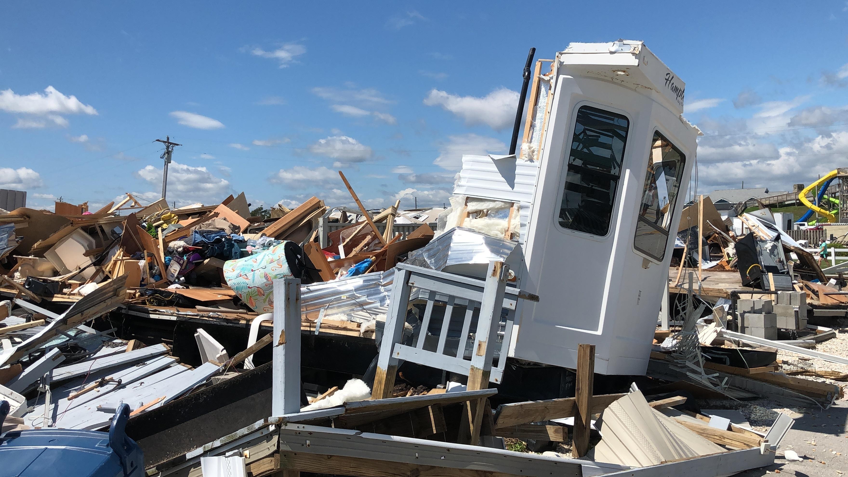 جانب من الدمار الذي خلفه الإعصار دوريان في جزيرة إمرولد