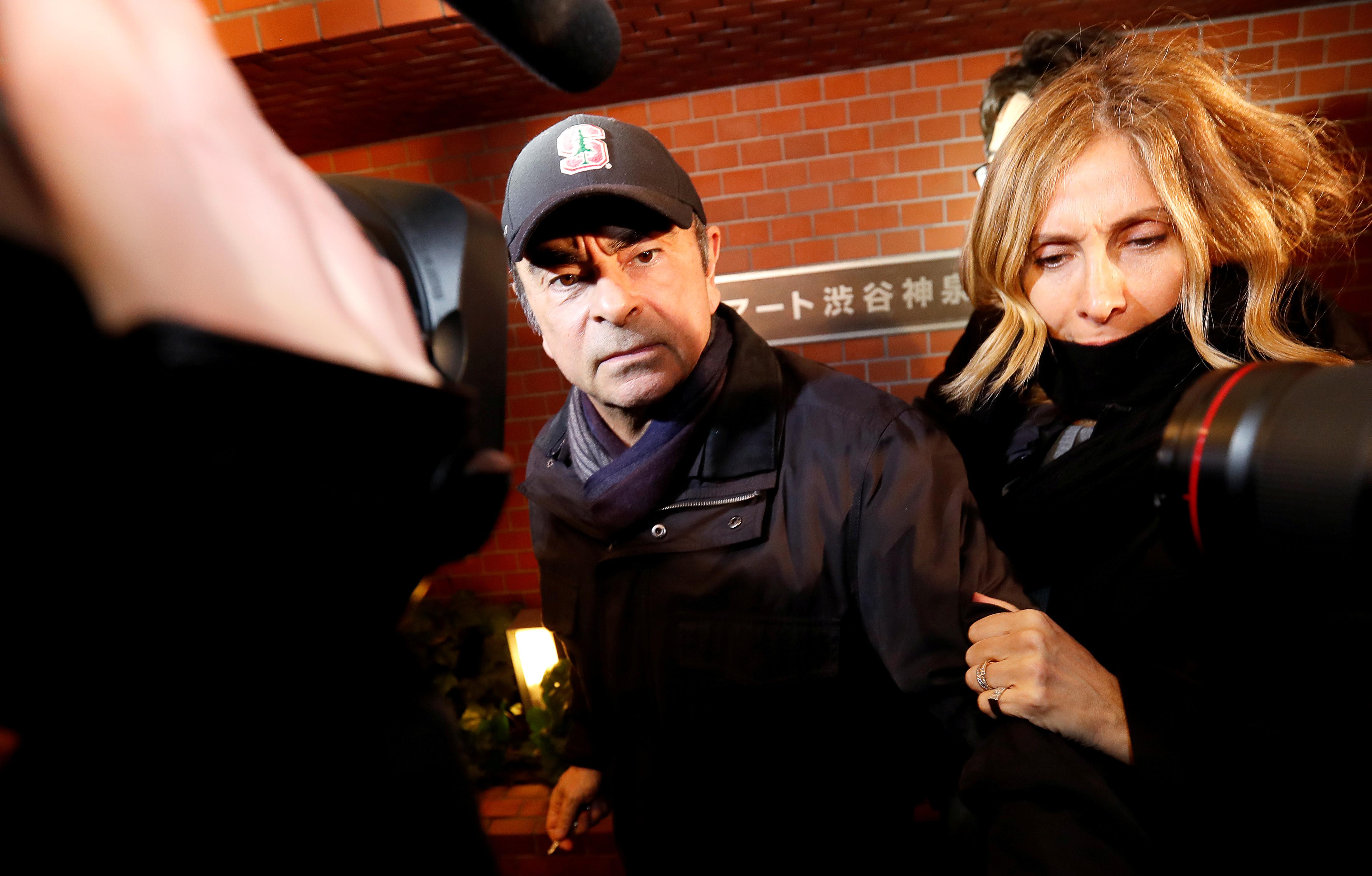 كارلوس غصن وزوجته كارول غصن في طوكيو