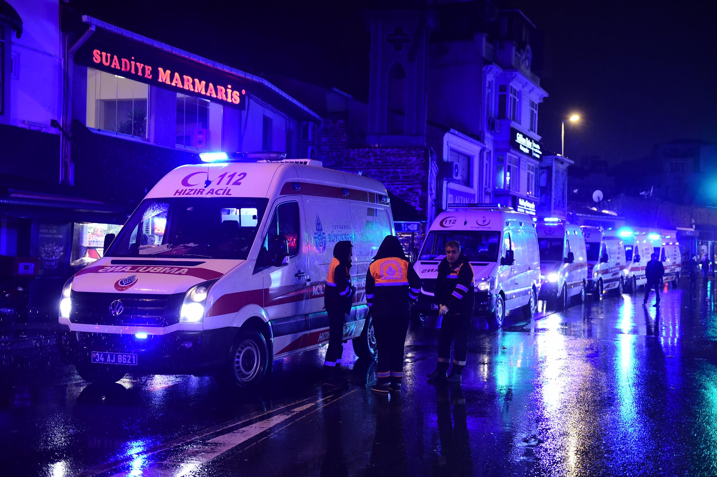 المسعفون في مكان الهجوم في اسطنبول