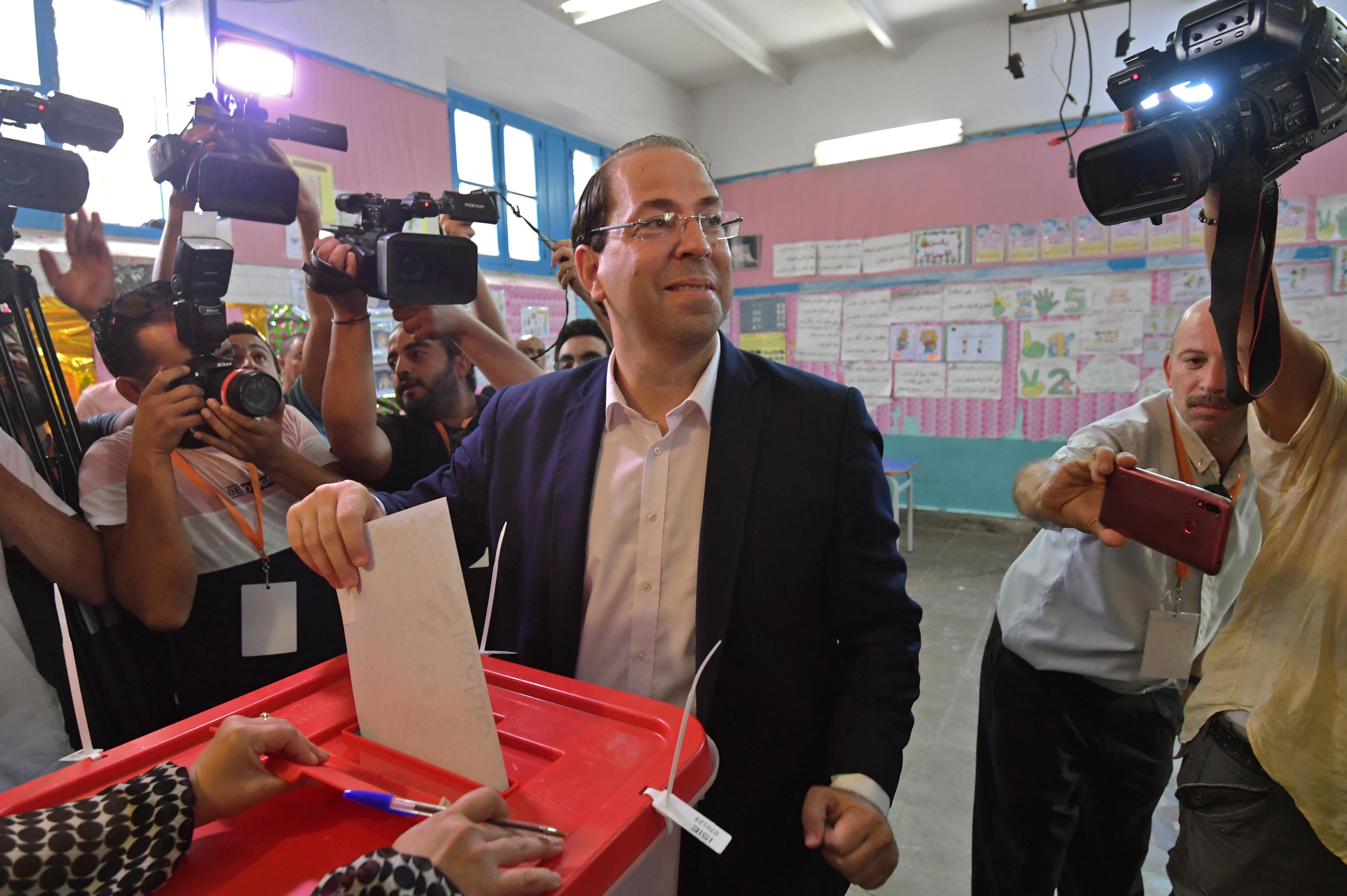 يوسف الشاهد (44 عاما) مرشح الانتخابات الرئاسية خلال عملية الاقتراع