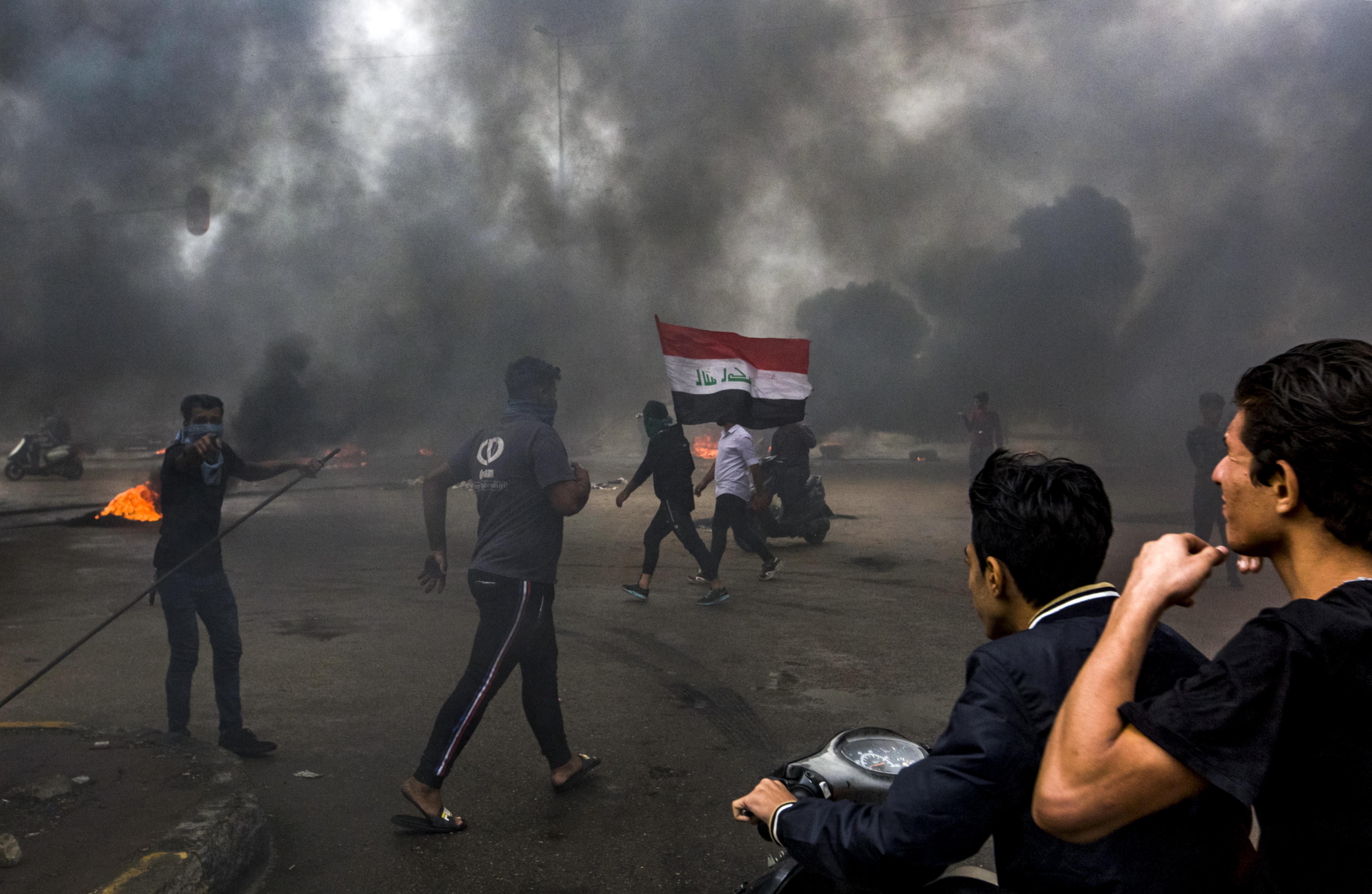 يواجه المحتجون يوميا محاولات القوات الأمنية لصدهم