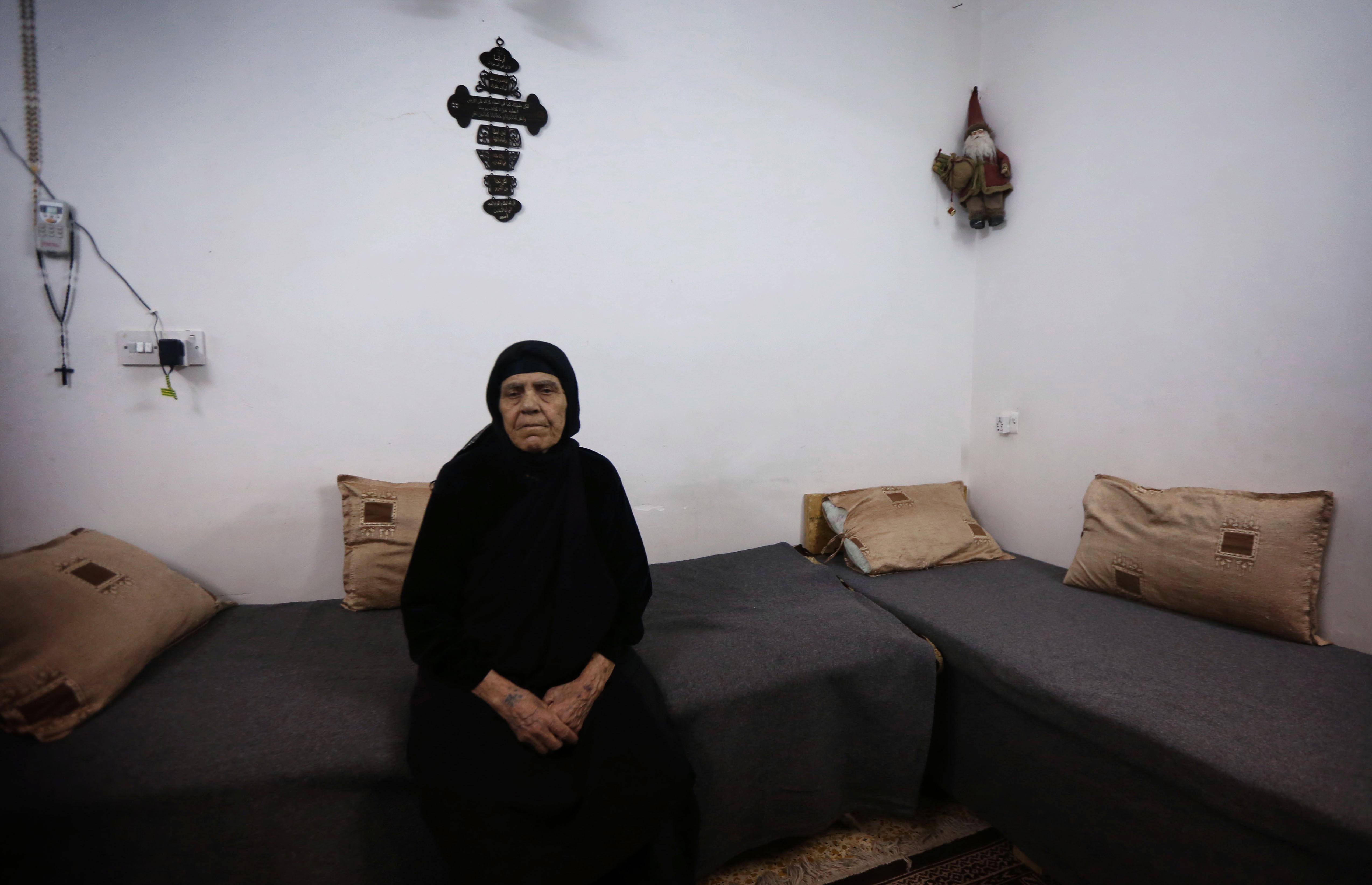 مسنة عراقية مسيحية بقيت في برطلة