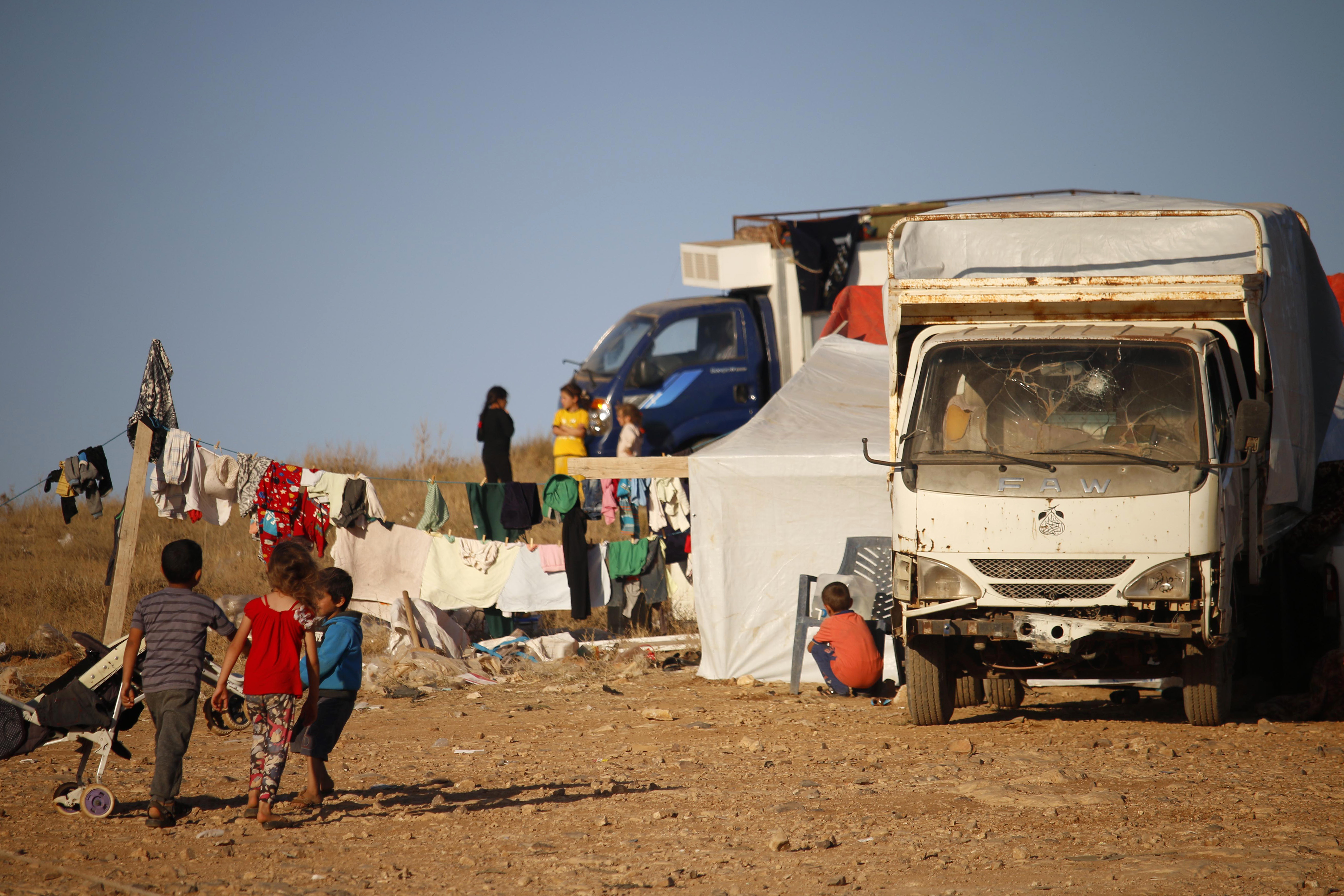 نازحون من درعا قرب الحدود الأردنية