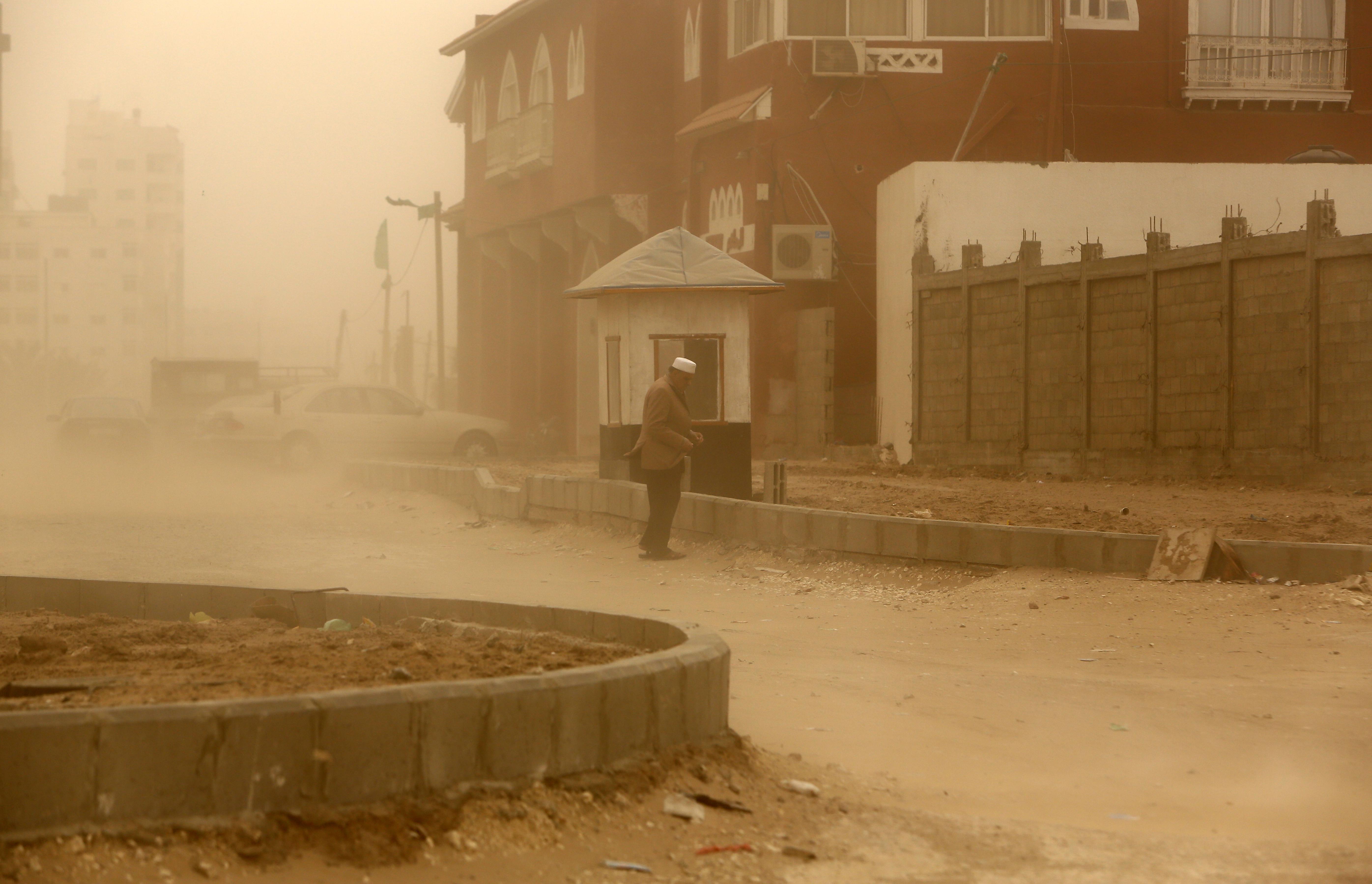 العاصفة تضرب مخيما للاجئين في غزة