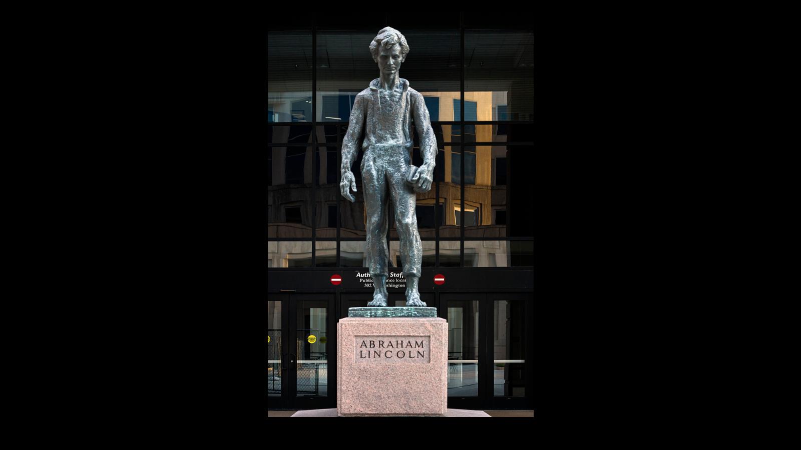 تمثال للرئيس إبراهام لينكون إبان مراهقته