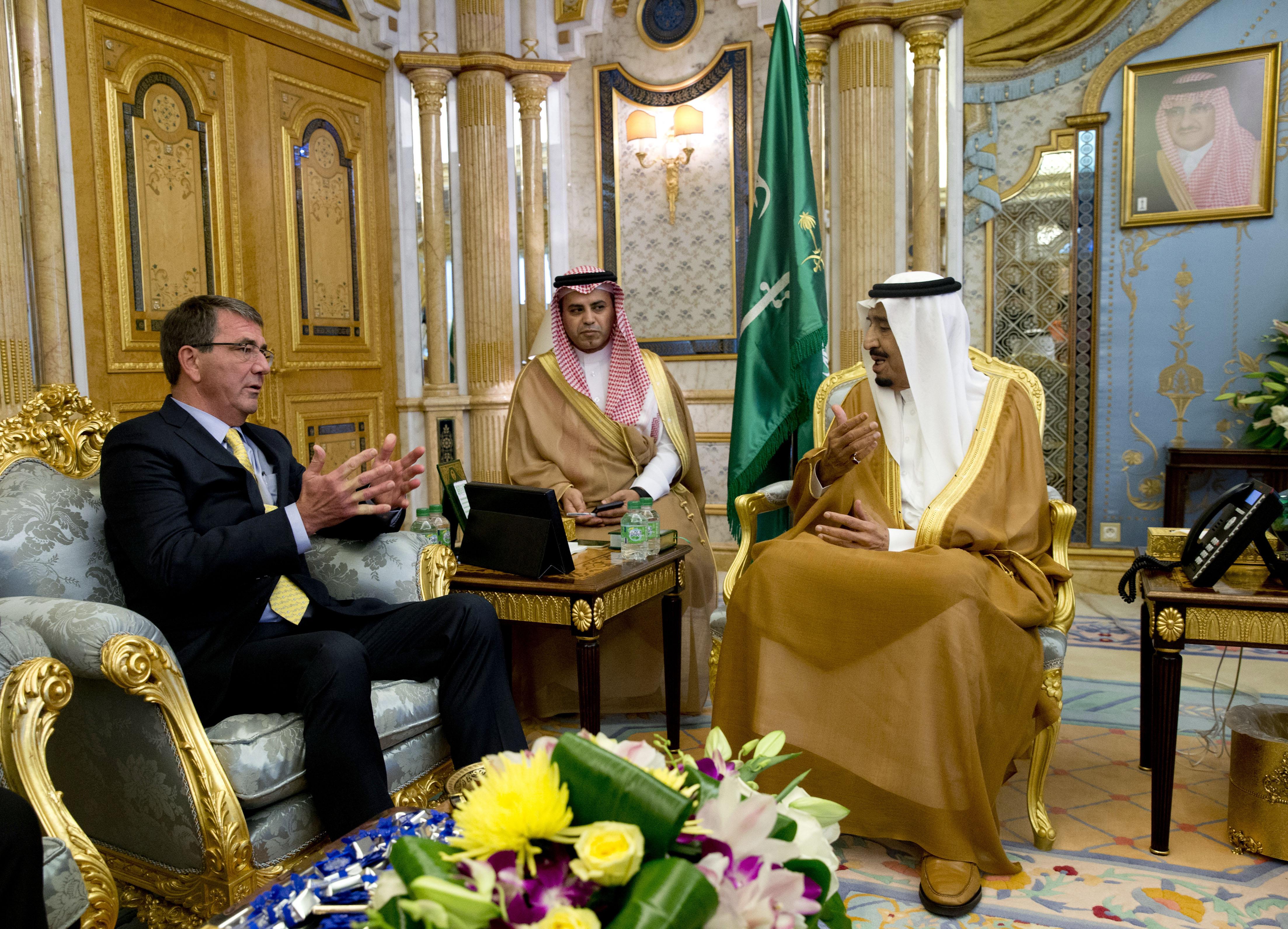 لقاء بين الملك سلمان ووزير الدفاع الأميركي آشتون كارتر
