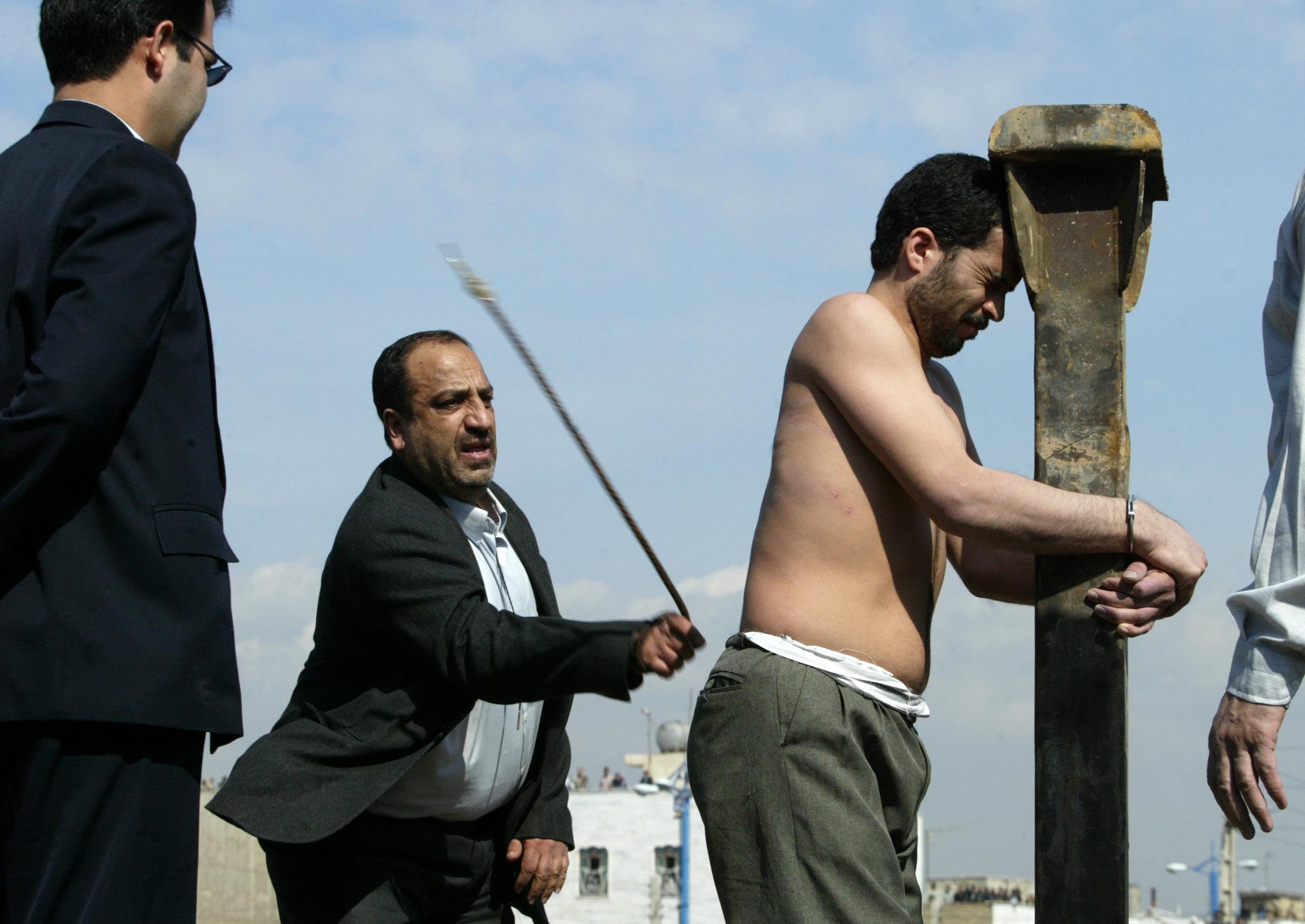 تنفيذ لحكم جلد بحق إيراني، أرشيف