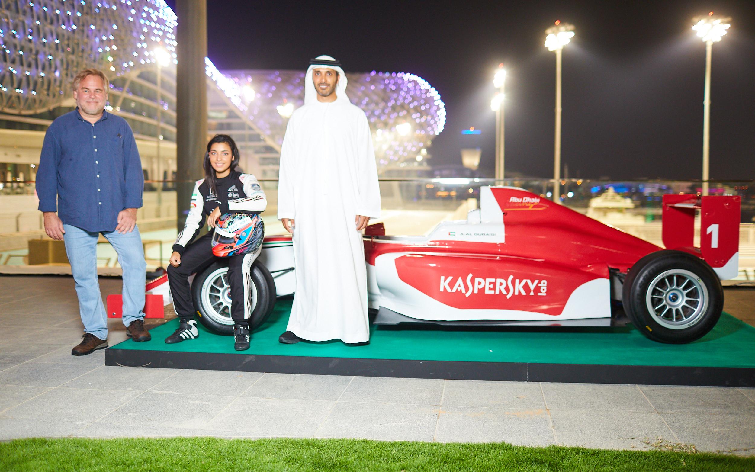 سيارة الفورمولا 4 التي ستشارك على متنها البطلة الإماراتية في السباقات الأوروبية