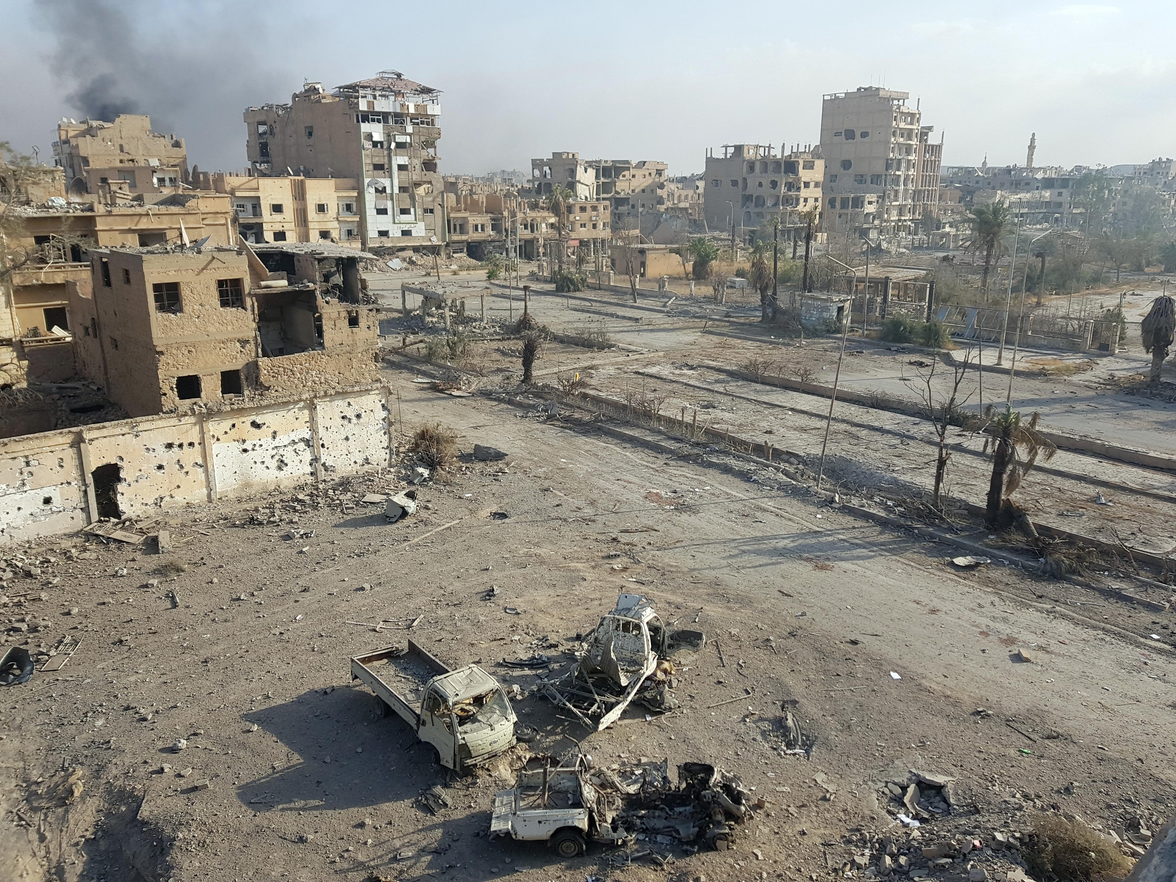 تصاعد الدخان من مدينة دير الزور