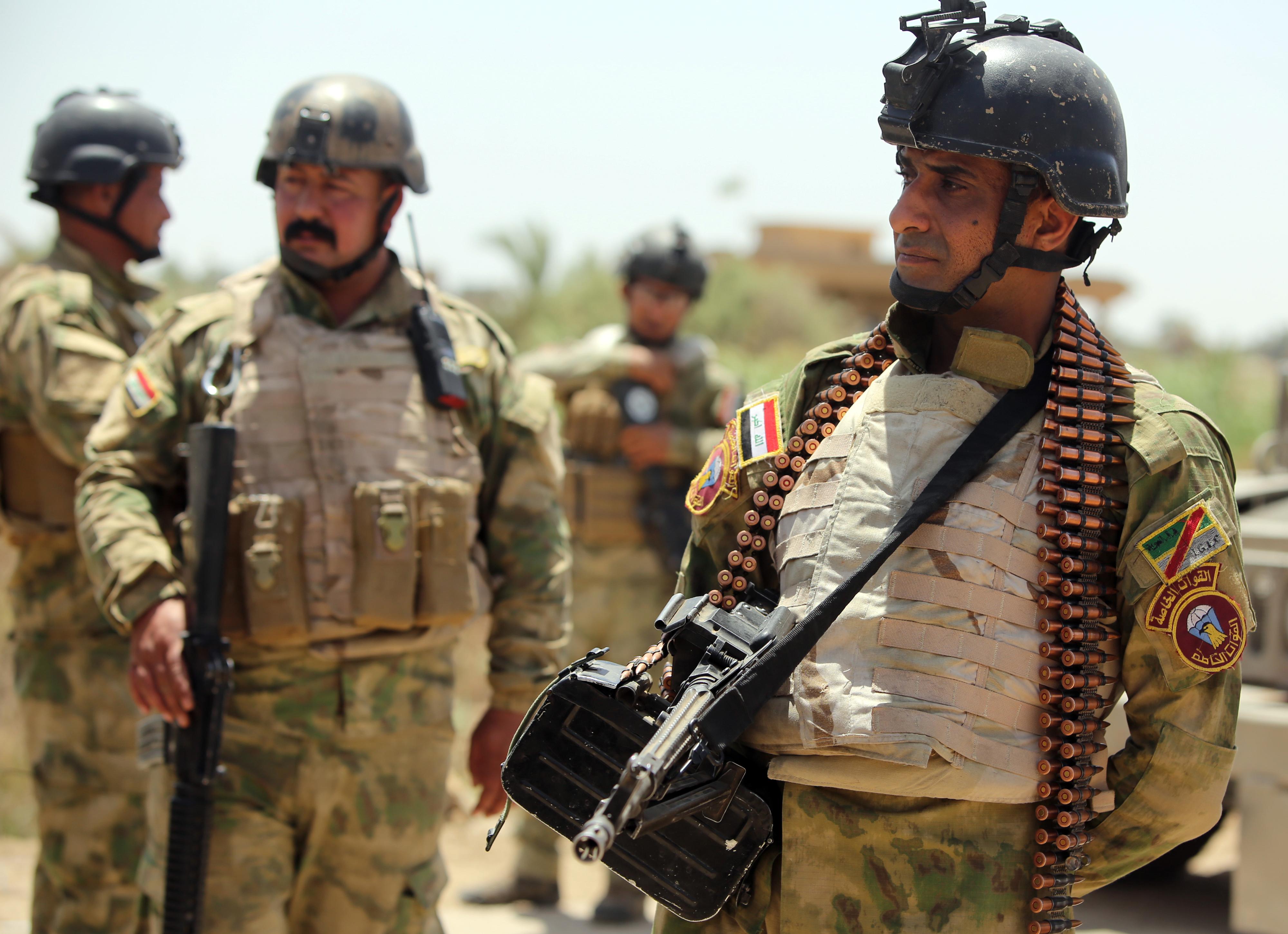 جنود عراقيون في ناحية الكرمة التابعة لقضاء الفلوجة في الأنبار