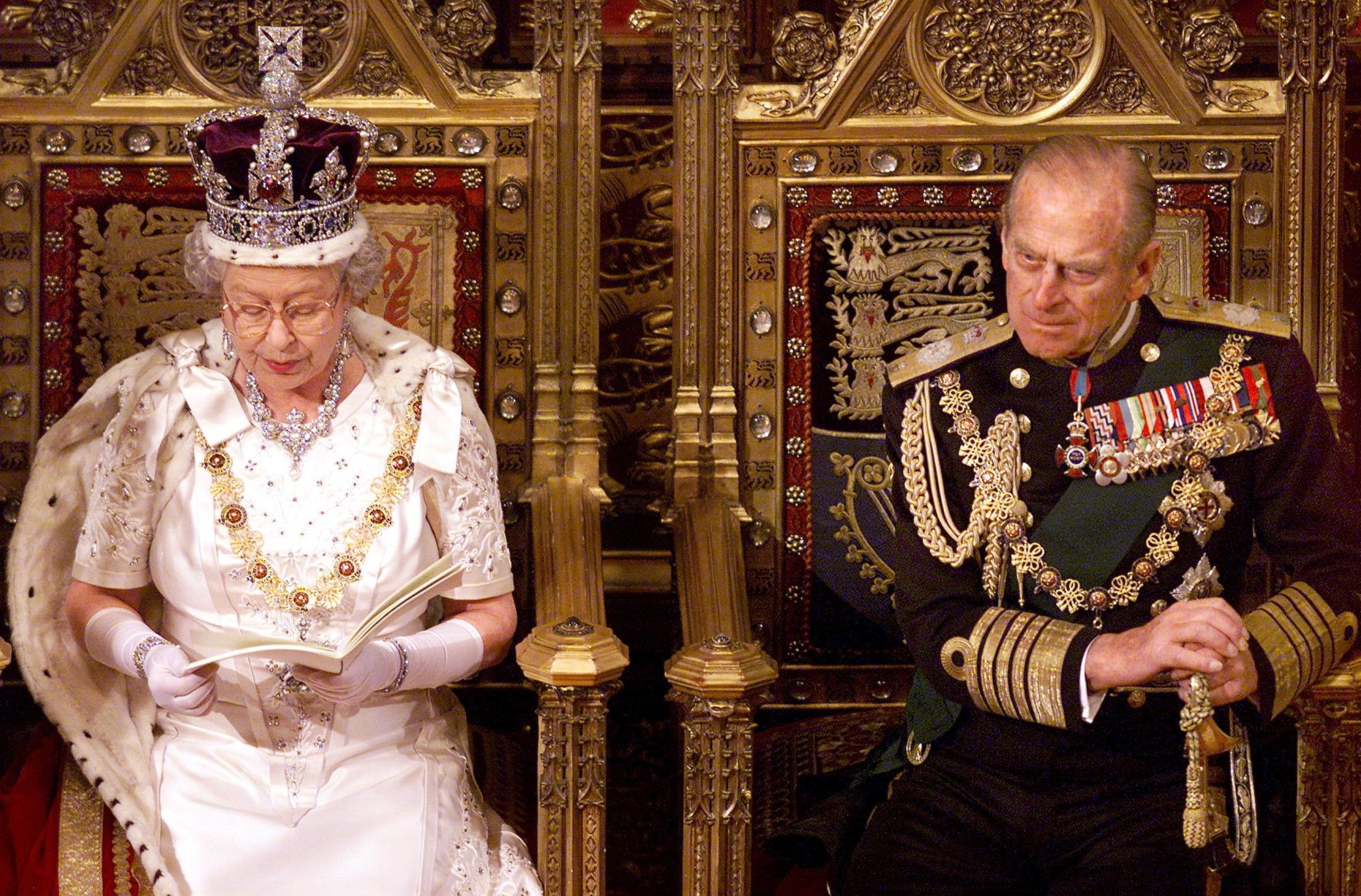 الملكة إليزابيث تلقي خطابا في مجلس اللوردات عام 1999