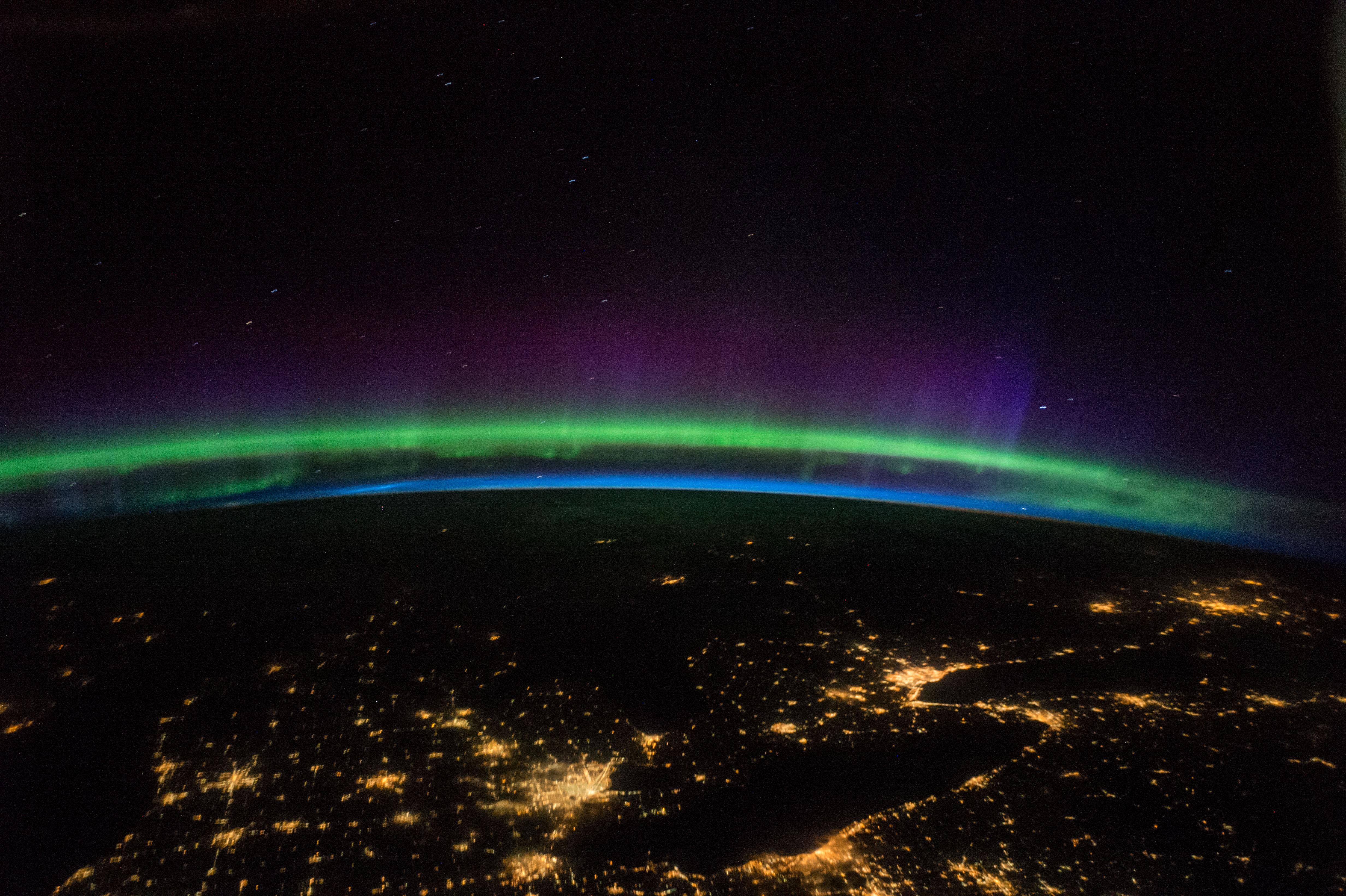 الشفق القطبي في صورة من الفضاء