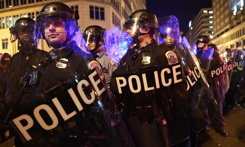 عناصر من الشرطة في واشنطن