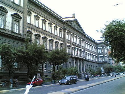 جامعة نابولي