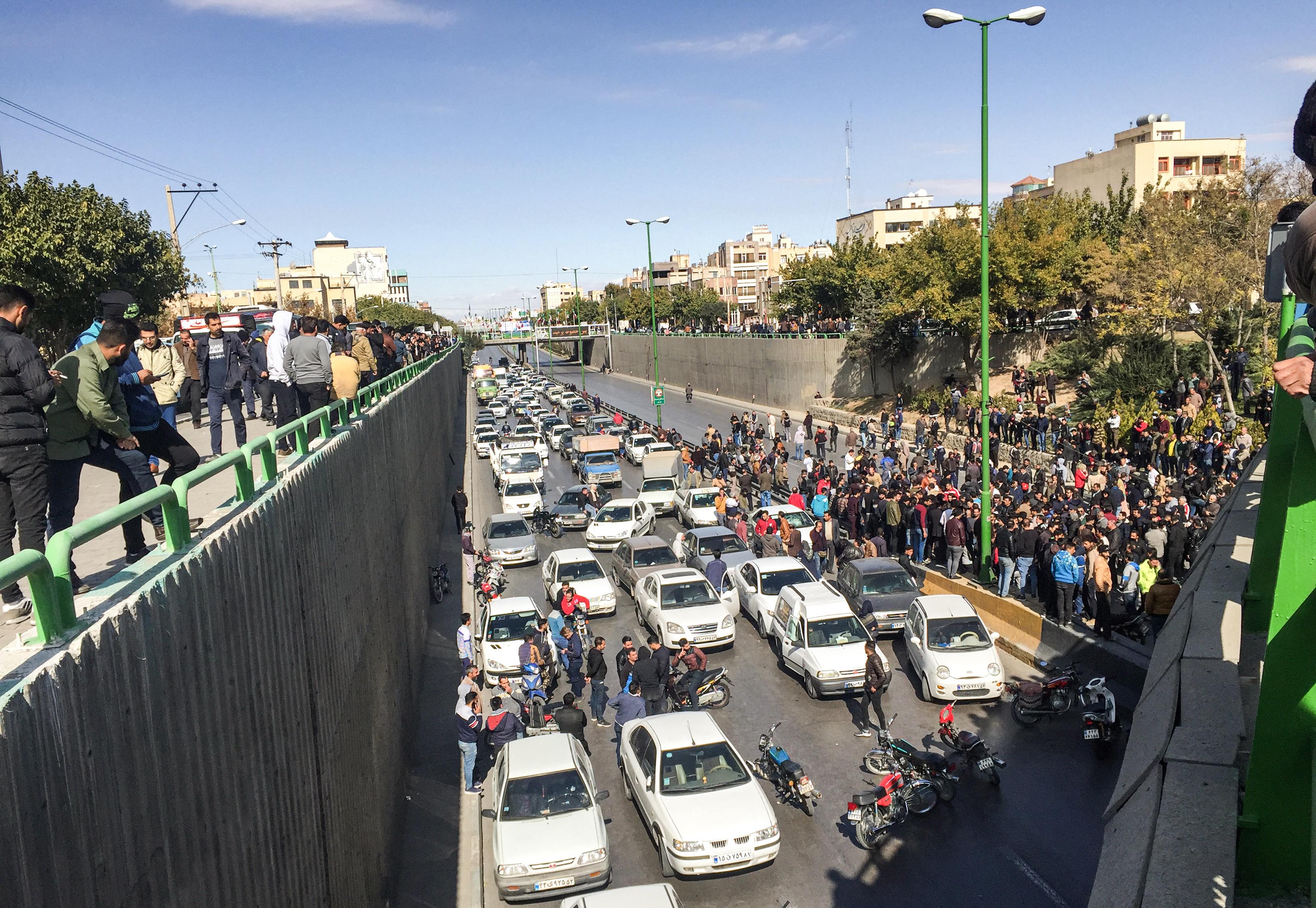 احتجاجات واسعة في مدينة أصفهان وسط إيران