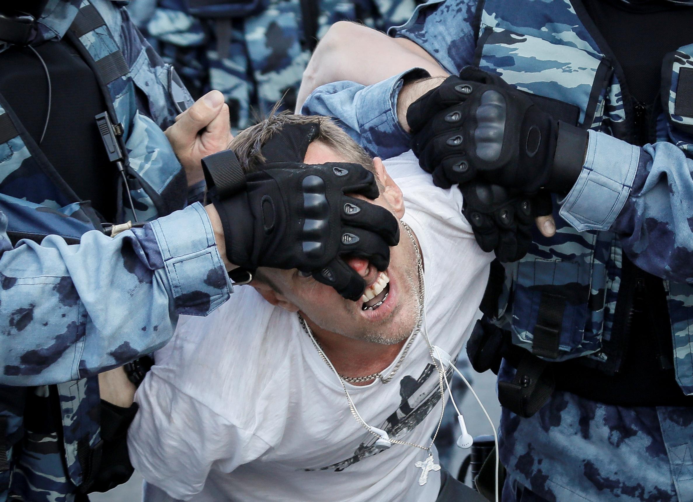 جانب من مظاهرة 27 يوليو في موسكو حيث اعتقل 1400 شخص