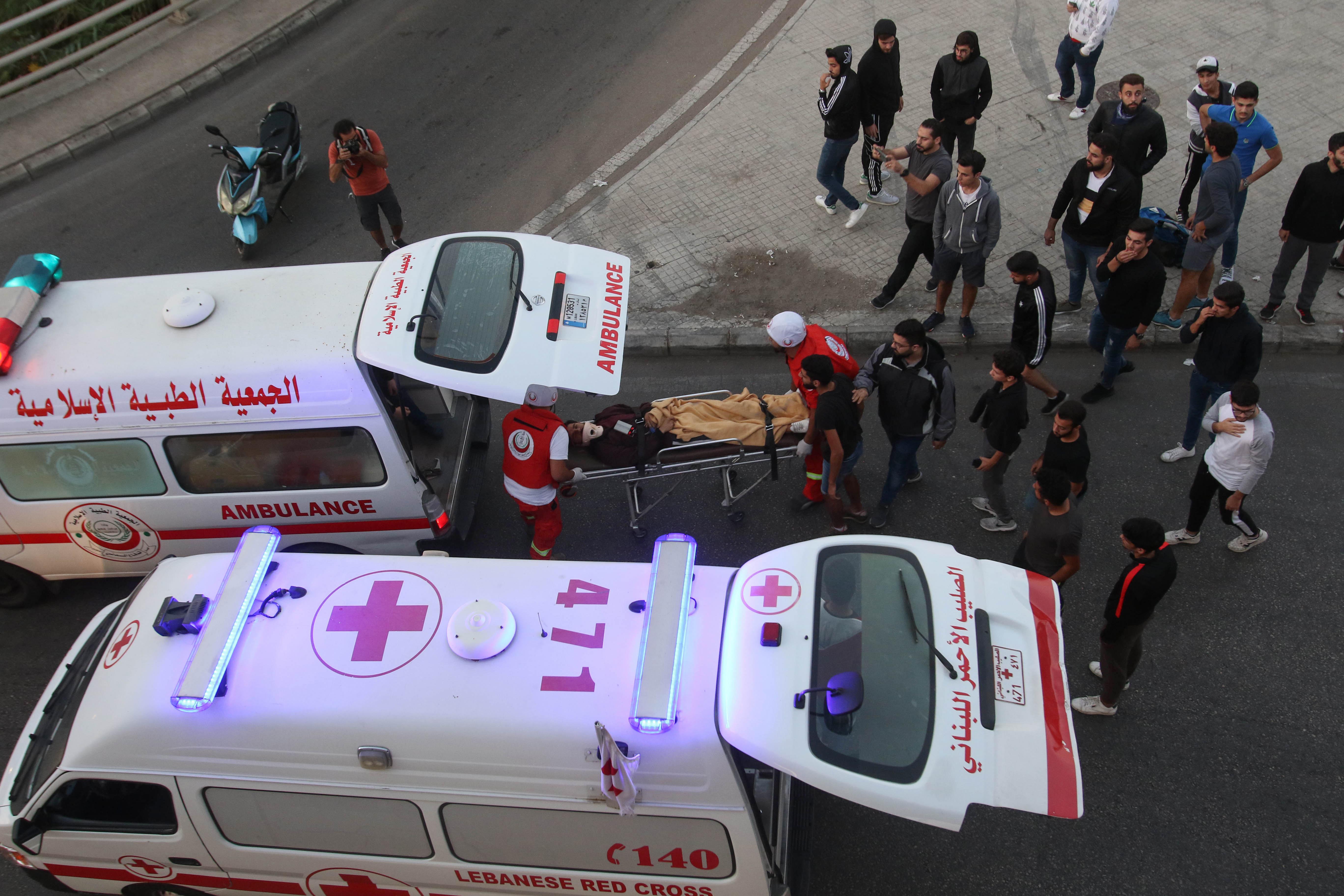 أصيب البعض بجروح خلال محاولات الجيش فتح الطرق في صيدا