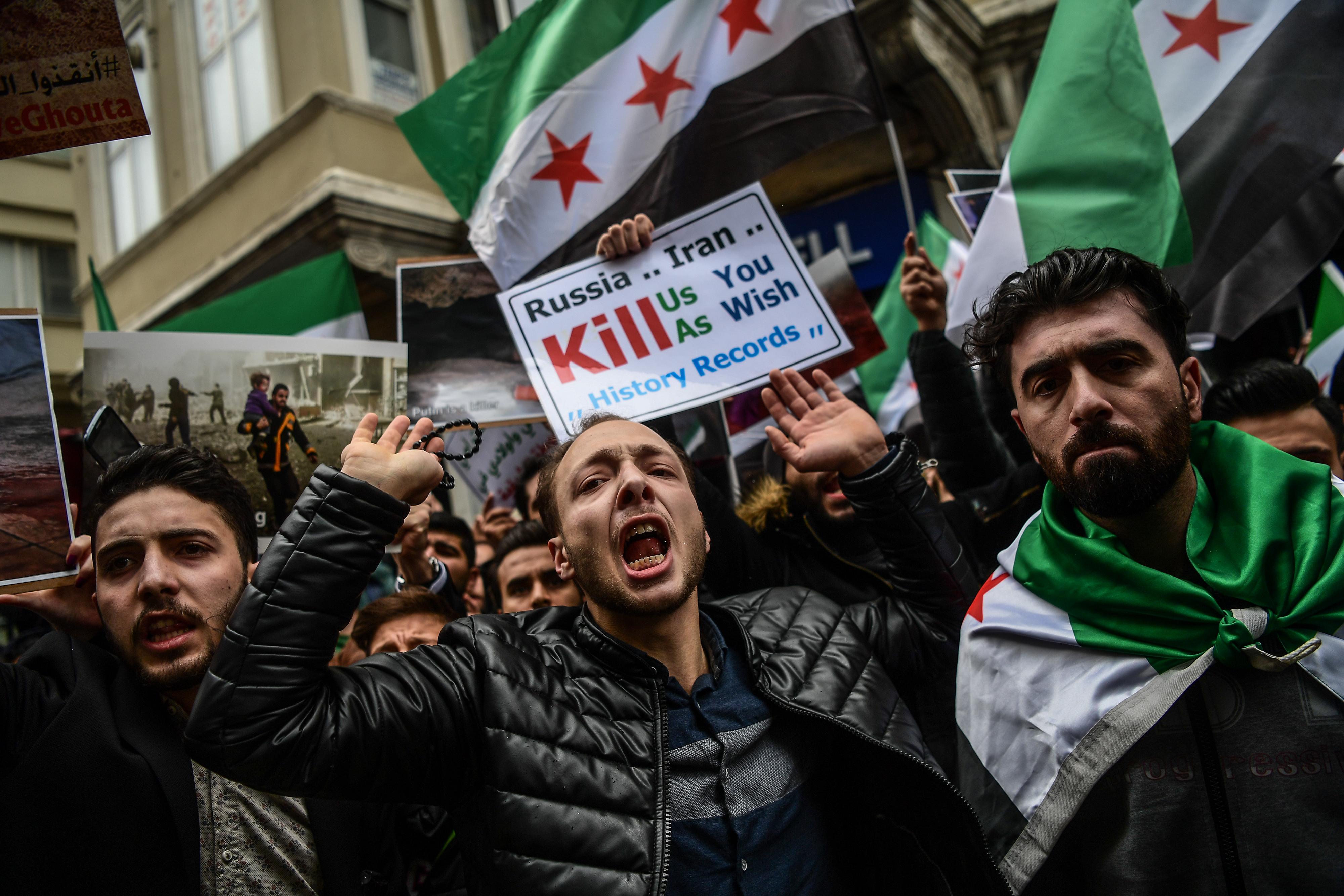سوريون معارضون في اسطنبول