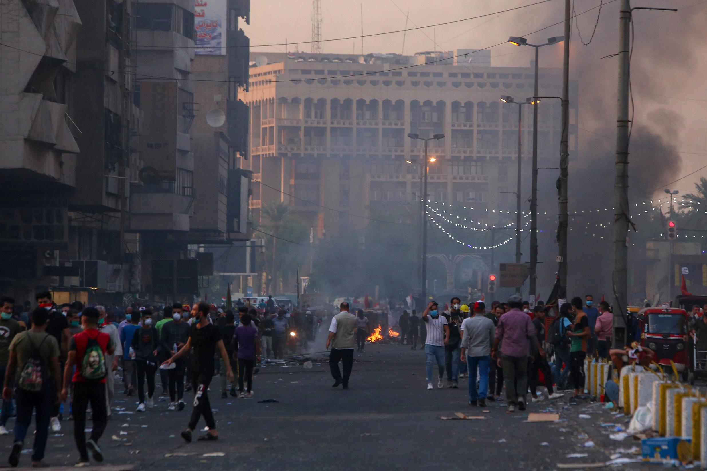 بغداد.. تفريق المتظاهرين بالقوة