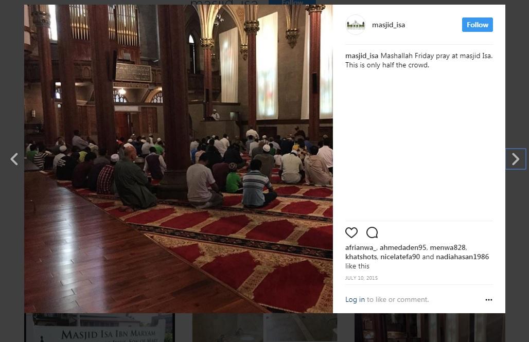 مصلون في المسجد