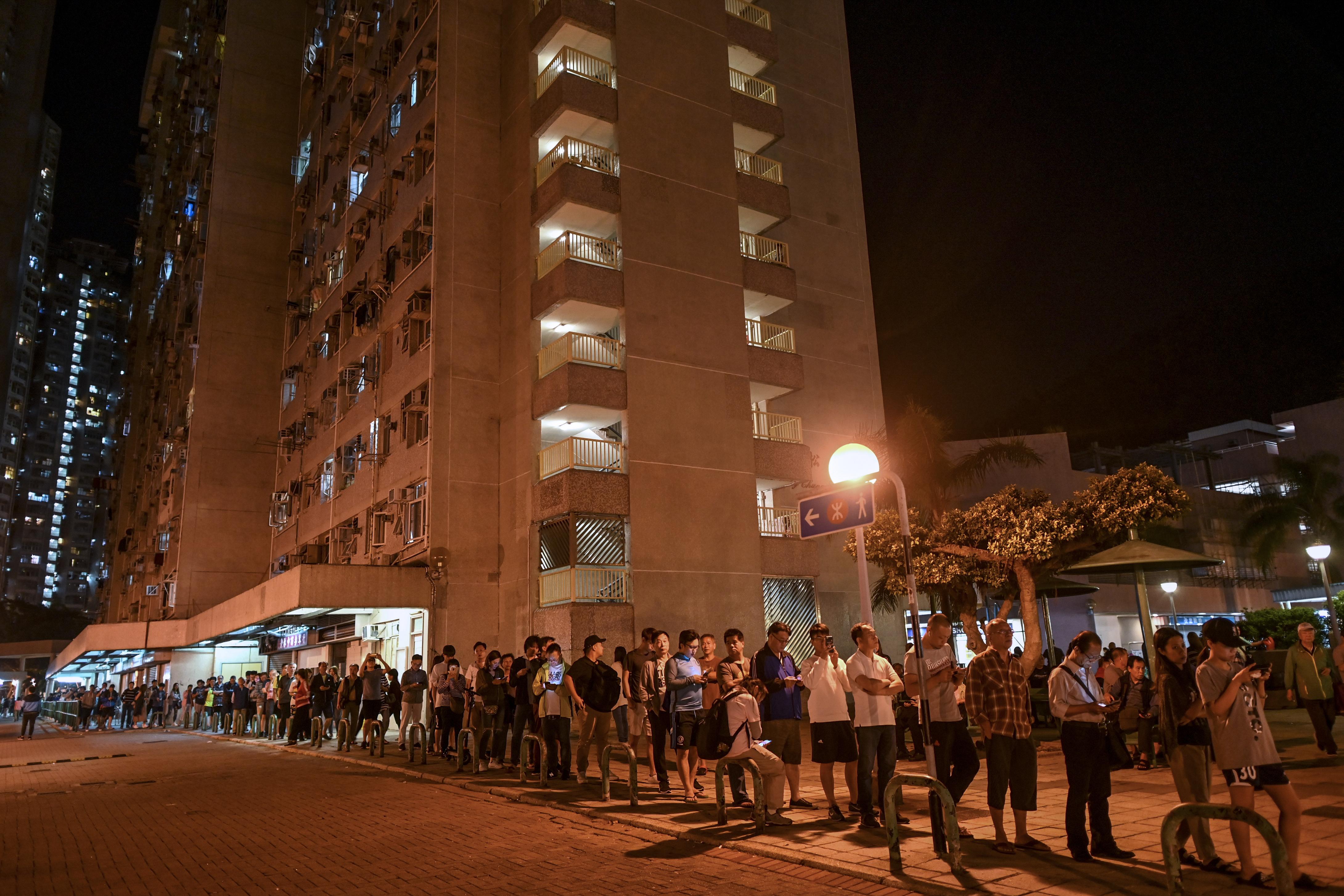 إقبال قياسي في الانتخابات المحلية في هونغ كونغ
