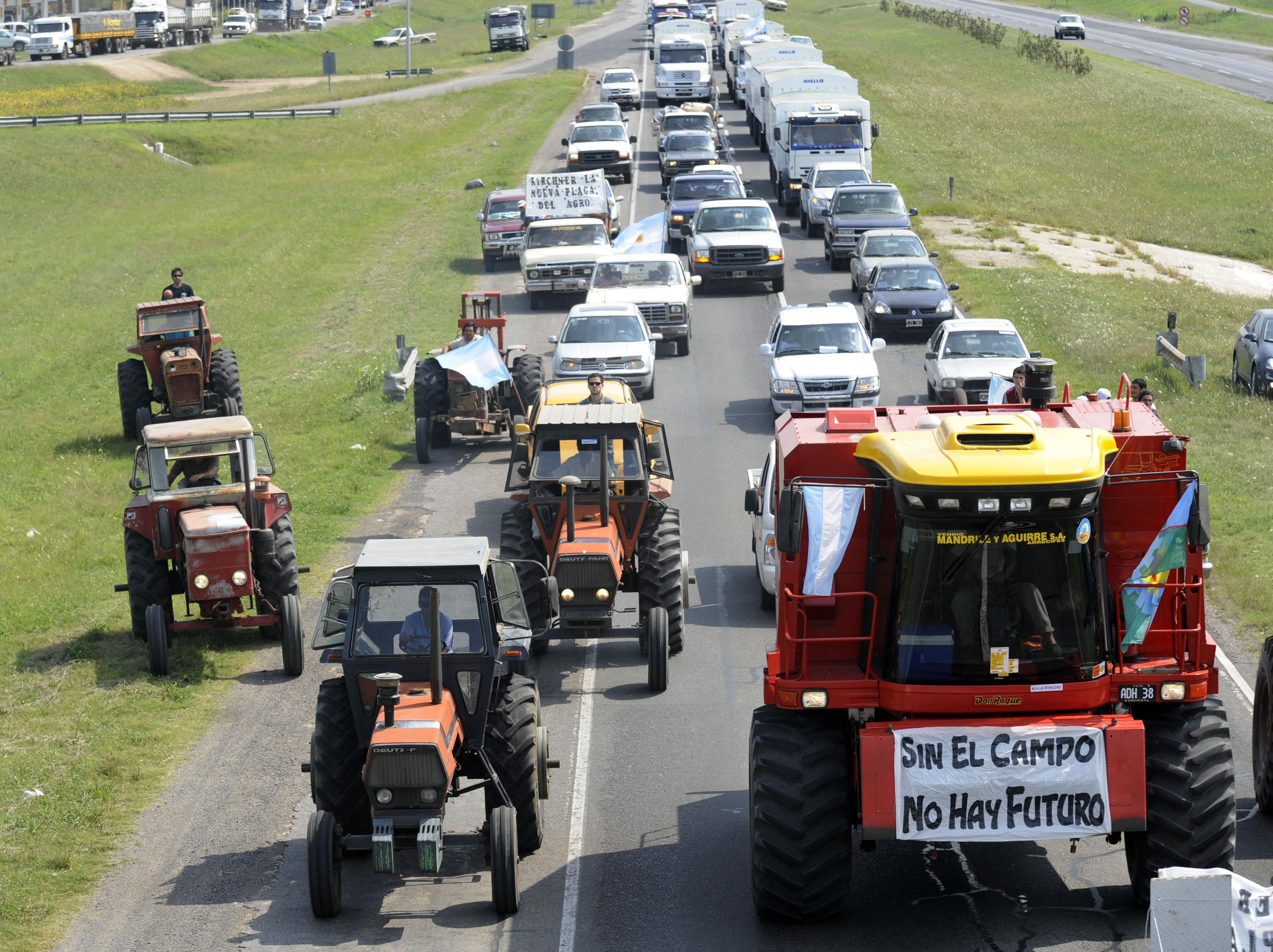 احتجاجات بالسيارات ضد رفع الضرائب في الأرجنيتن