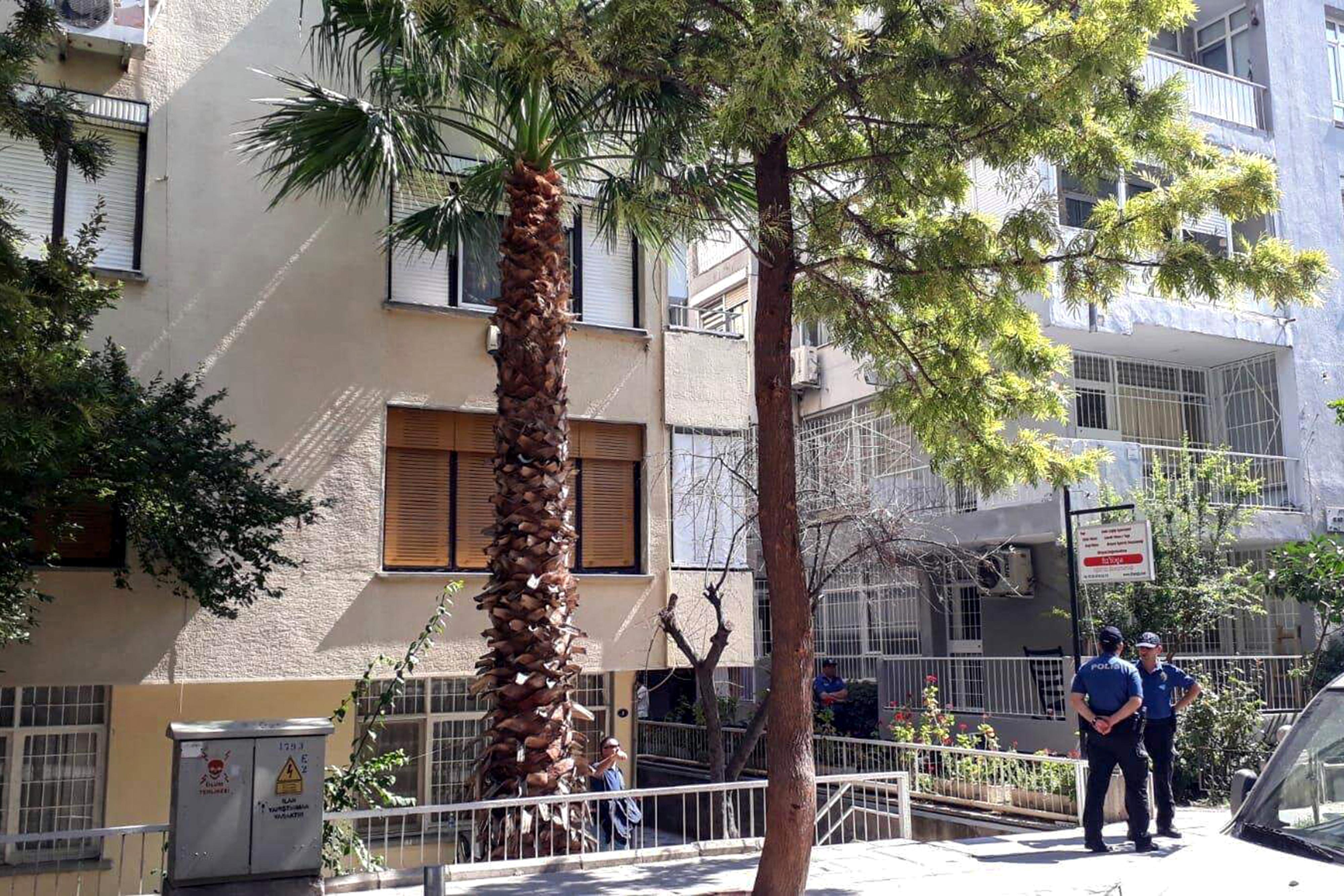 إجراءات أمنية مشددة أمام منزل القس برانسون