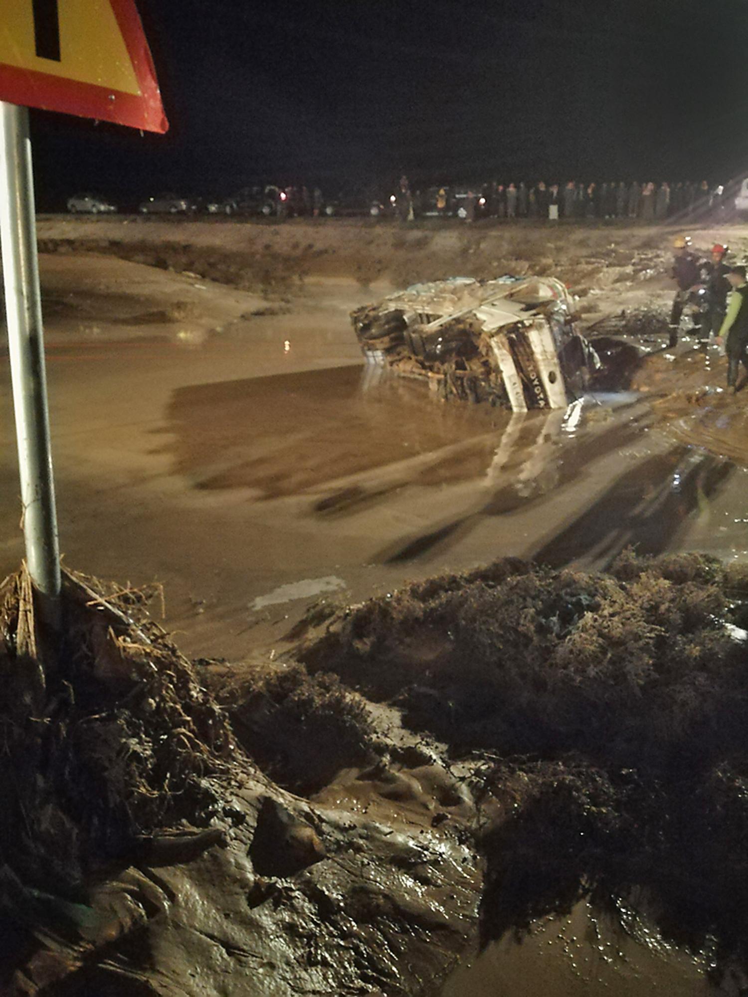 """صورة نشرتها وكالة الأنباء الأردنية """"بترا"""" لمشهد من تأثير الفيضانات في مدينة مأدبا بالقرب من العاصمة عمان"""