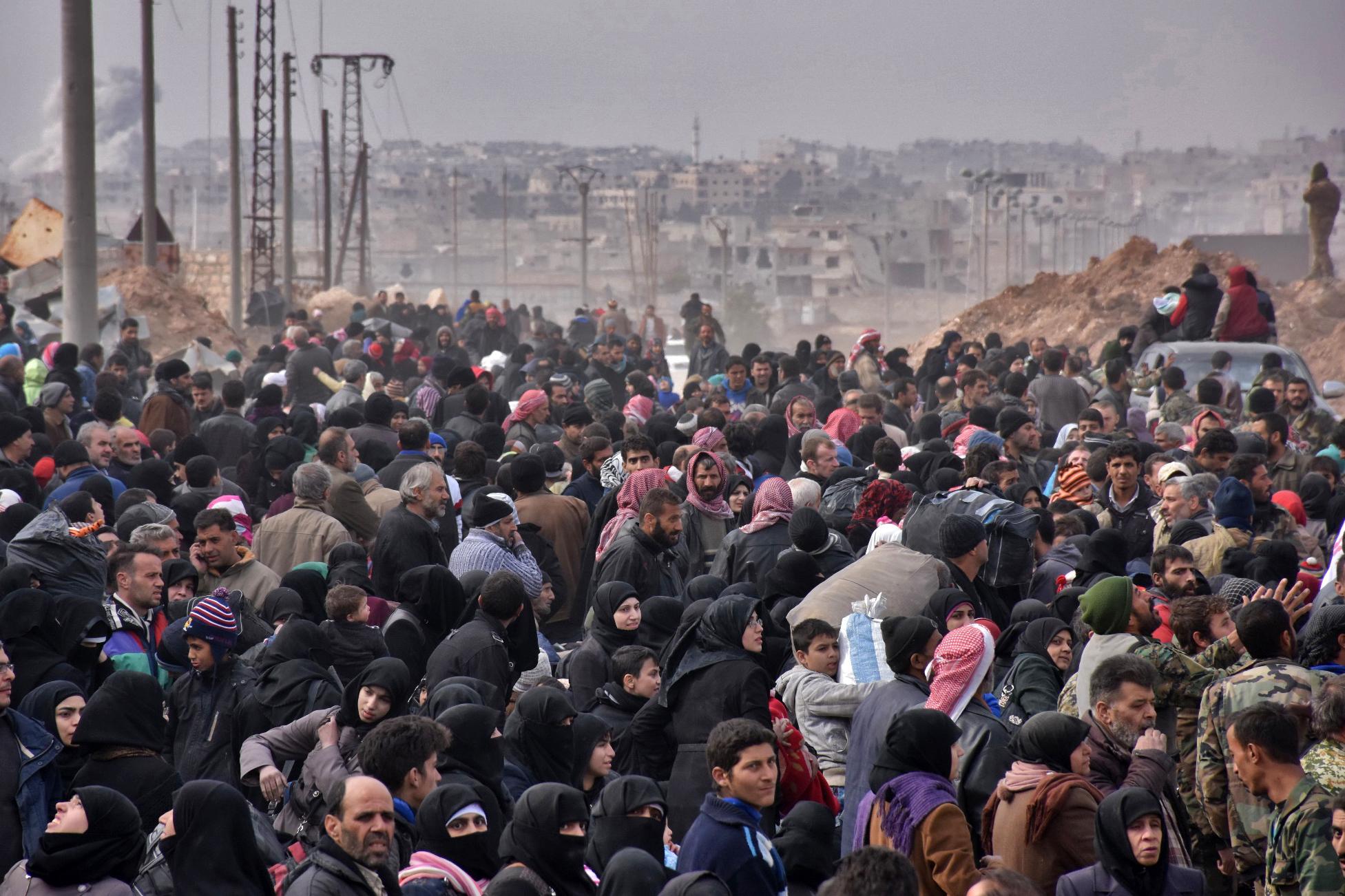 مدنيون فارون من أحياء حلب الشرقية