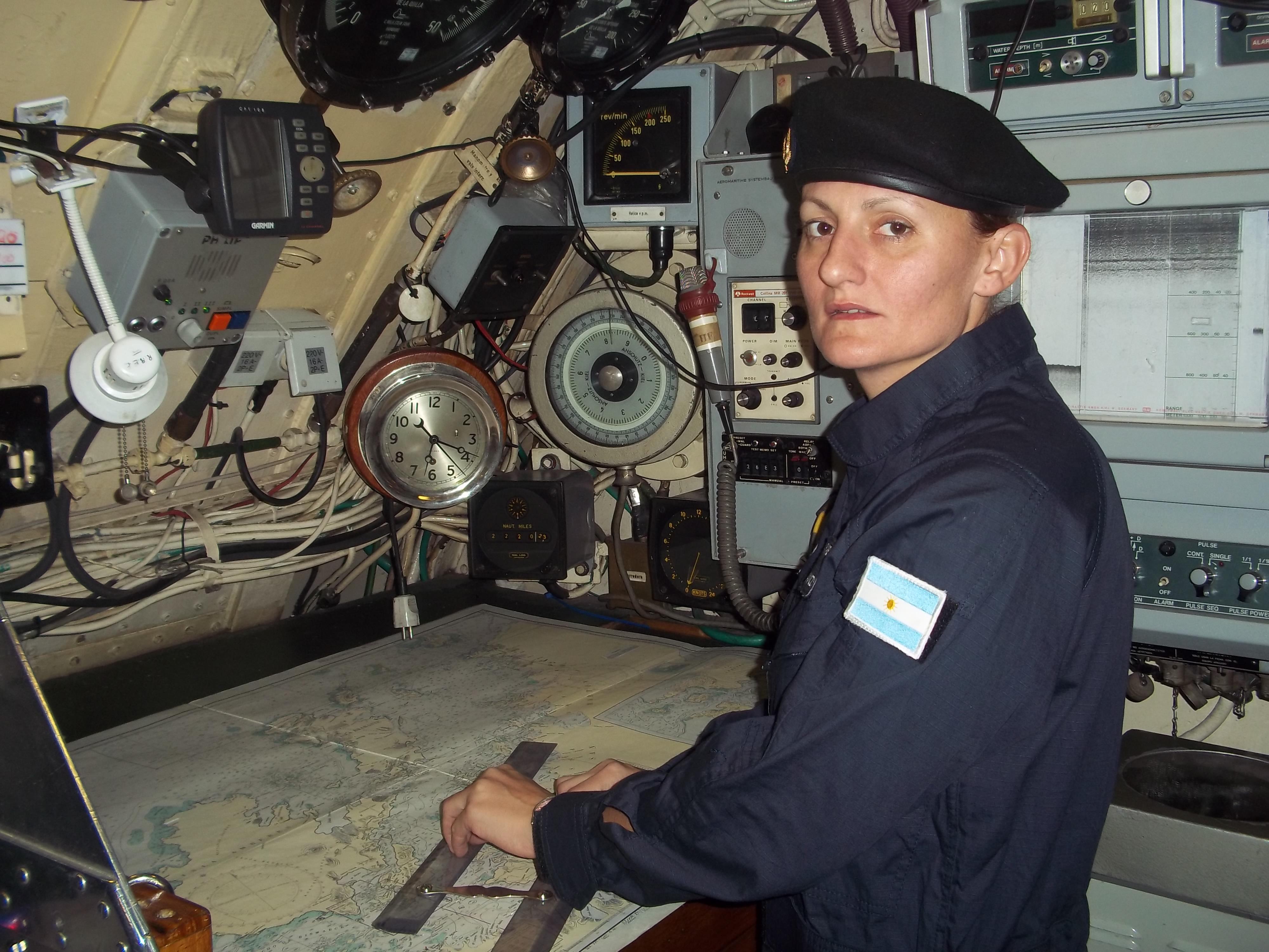 إليانا كراوزيك هي أول امرأة أرجنتينية تحمل رتبة ضابط غواصة