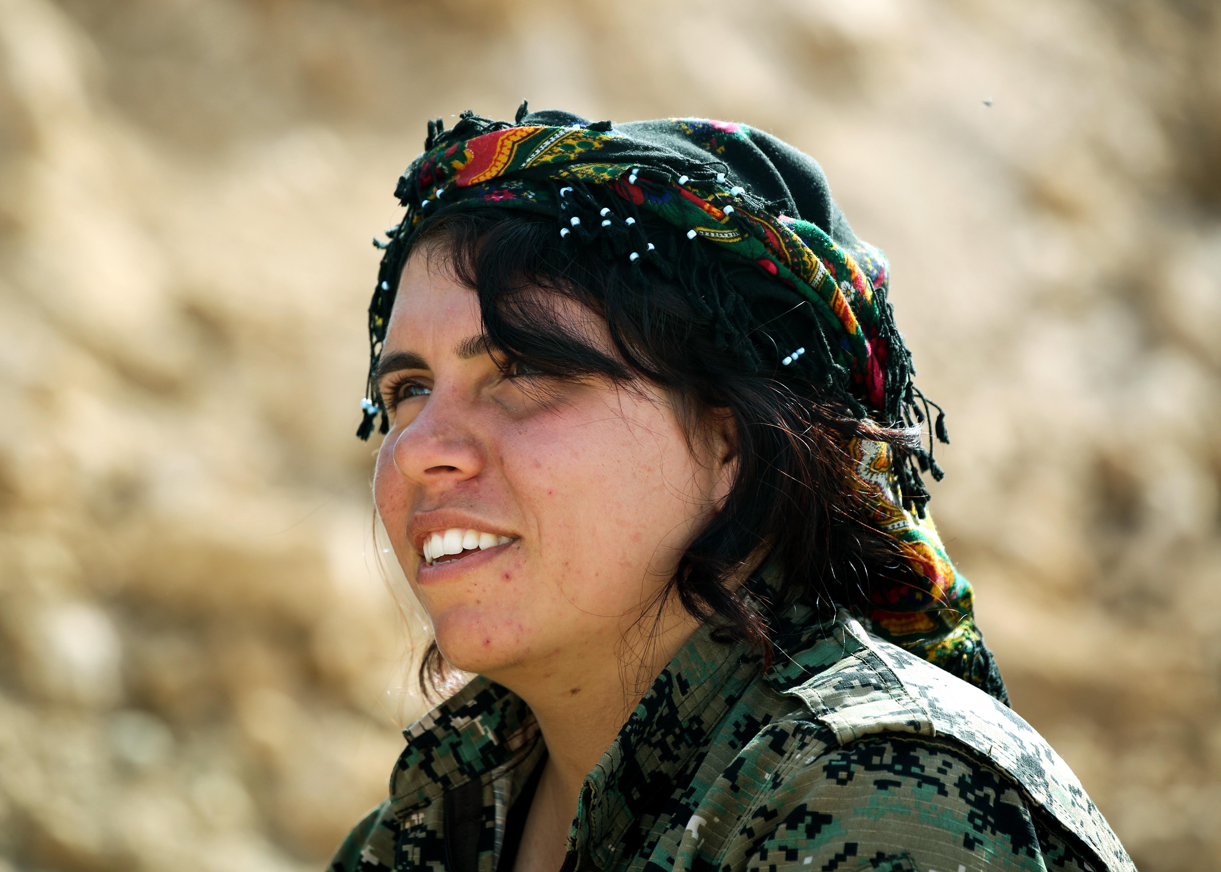 مقاتلة كردية