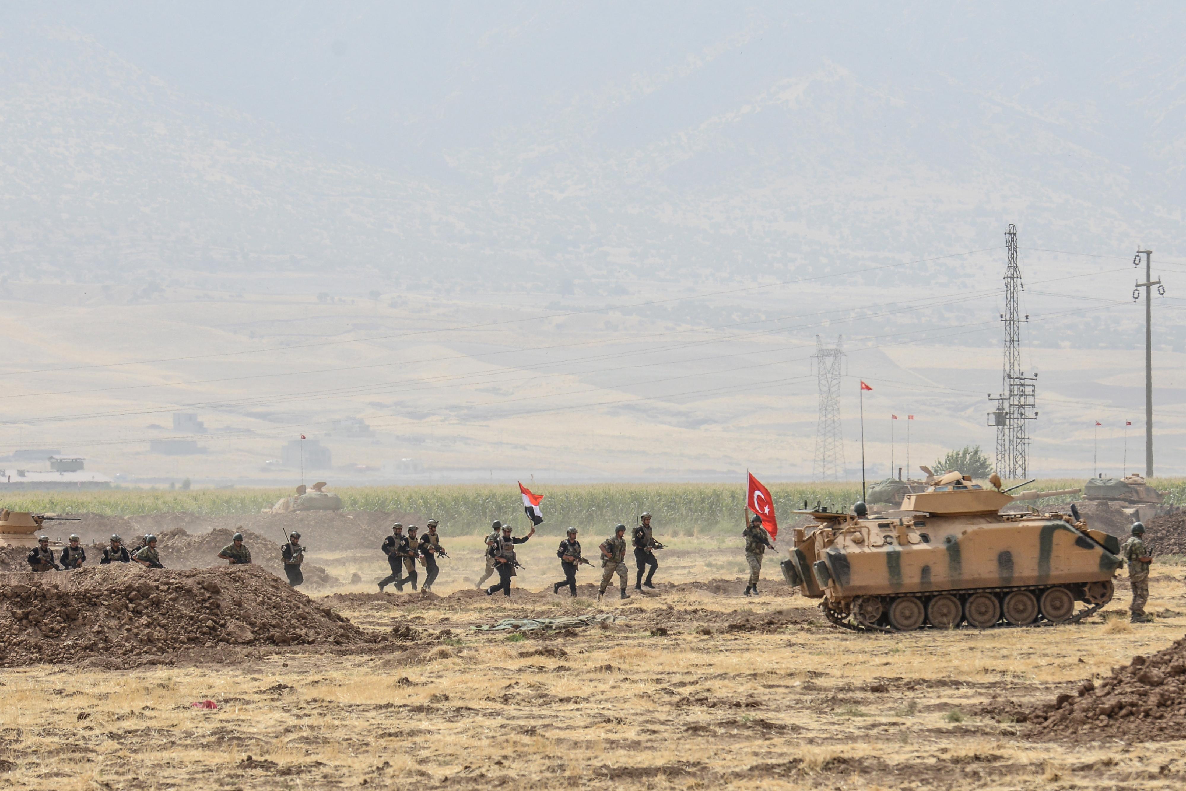 قوات عراقية وتركية خلال المناورات العسكرية المشتركة على الحدود الثلاثاء