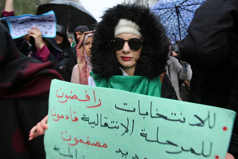 تستمر تظاهرات الجزائريون الرافضة للإجراء الانتخابات بالشكل الذي يتم التحضير له