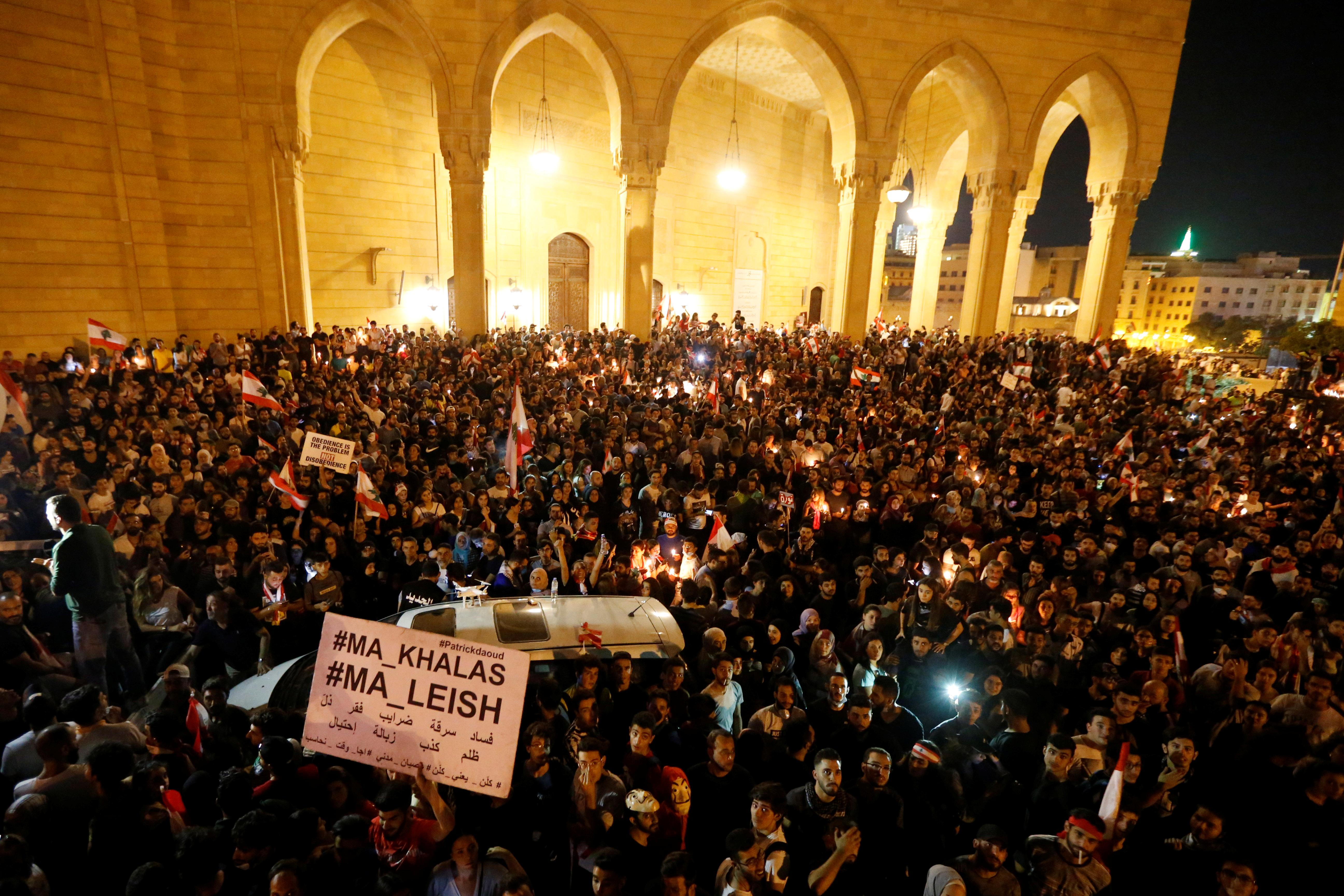 تجمع حاشد للمحتجين في وسط بيروت