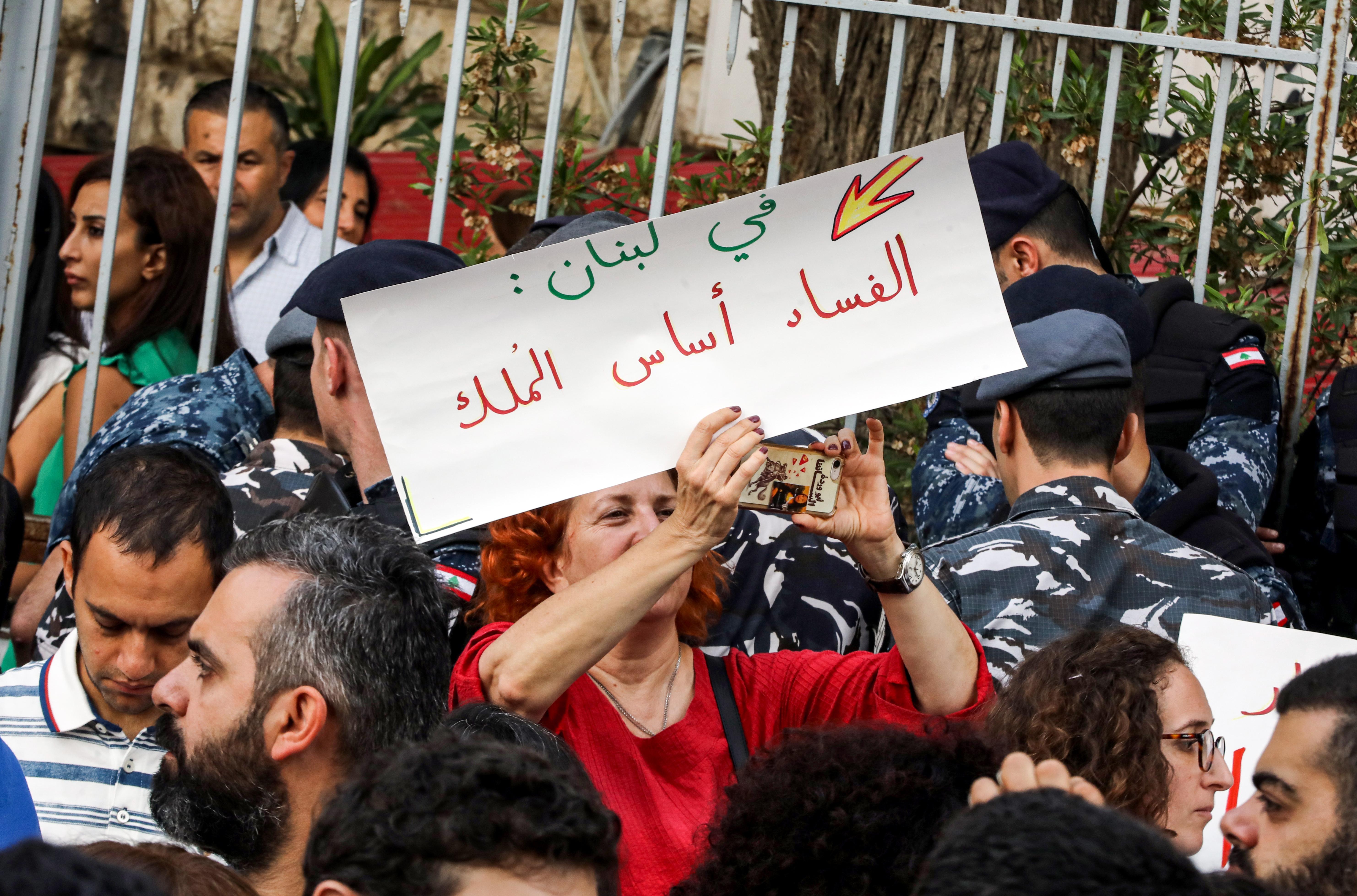 مظاهرة أمام قصر العدل في بيروت في 6 نوفمبر 2019