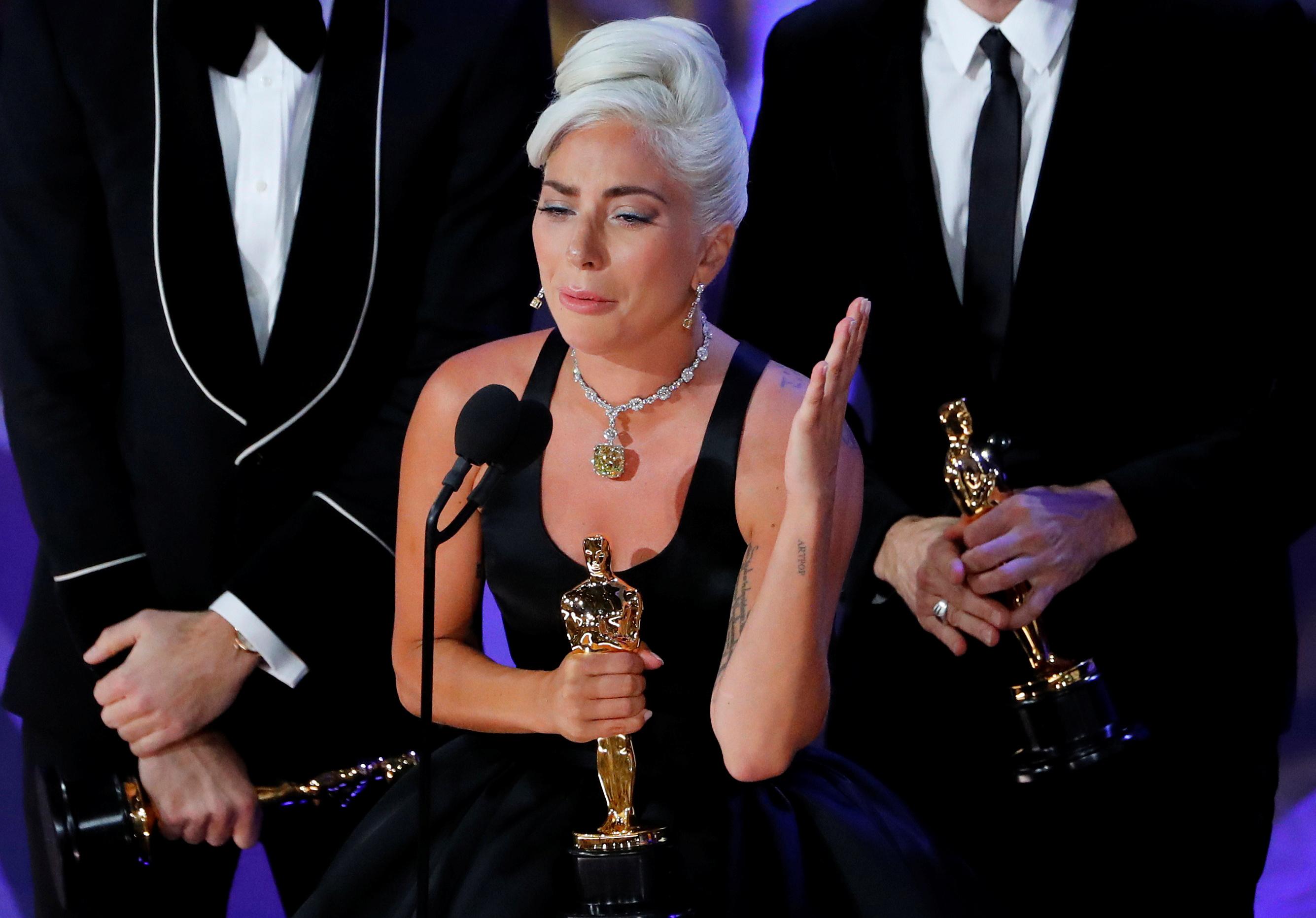 """ليدي غاغا فازت بجائزة الأوسكار لأفضل أغنية، عن أغنية """"Shallow"""" من فيلم """"A Star Is Born"""""""