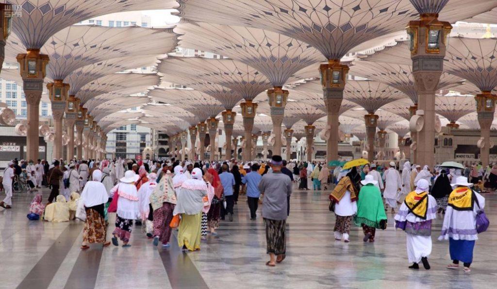 ألف سيدة لإدارة الحشود والمراقبة والترجمة في المسجد النبوي