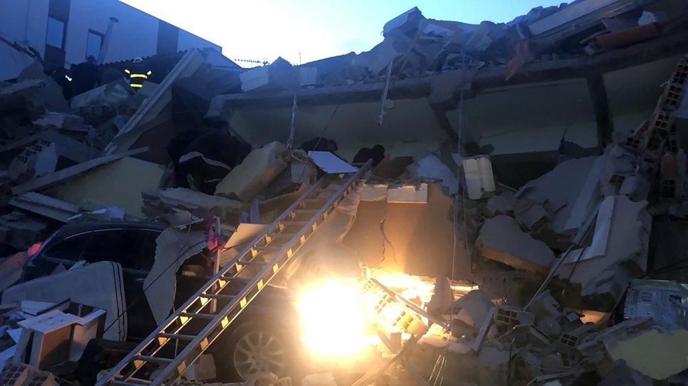 قتل أربعة أشخاص بسبب الزلزال وأصيب نحو 150 شخصا