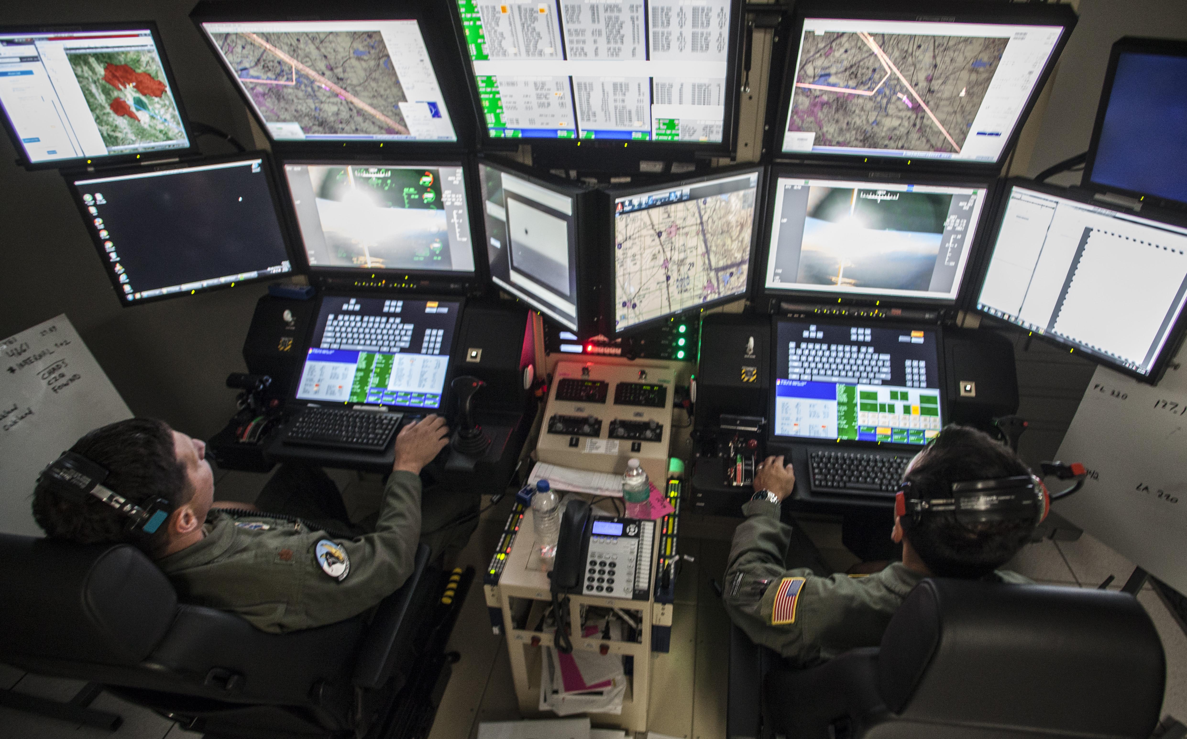محطة تحكم بطائرات مسيرة عن بعد تابعة للجيش الأميركي