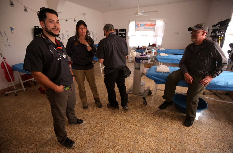 أعضاء بمنظمة NYC Medics بانتظار مصابي معركة الموصل